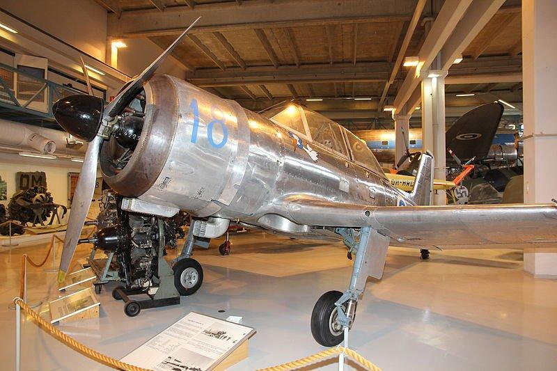 800px-Valmet_Vihuri_(VH-18)_Keski-Suomen_ilmailumuseo_3.JPG