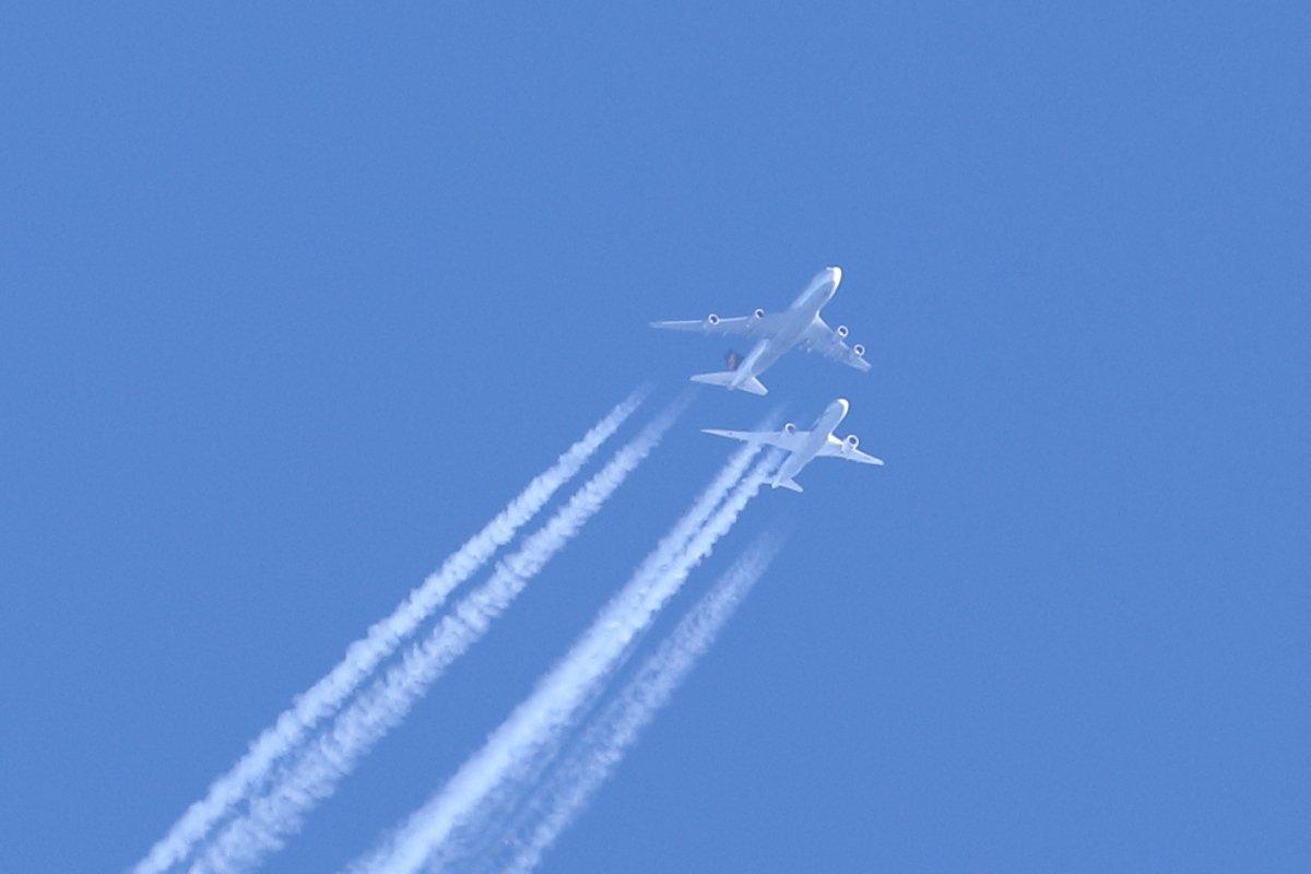 Lufthansan D-ABVY ja ANAn JA814A puljassa tänään Porin liepeillä.