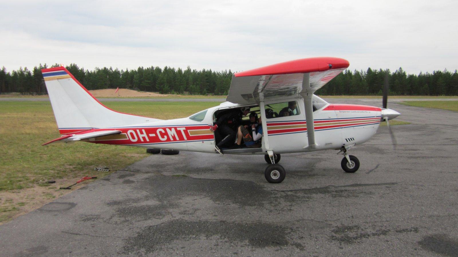 Cessna U206F Stationair OH-CMT EFJM 2011-07-21