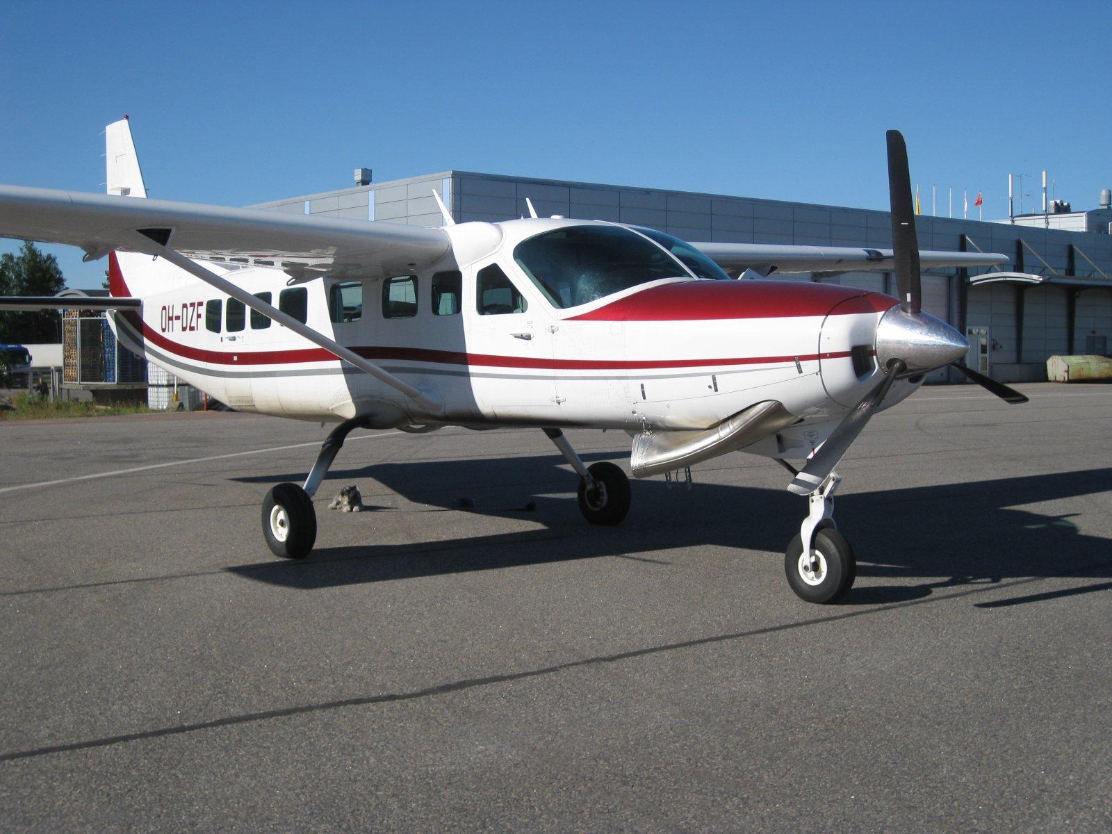 Cessna C208B Grand Caravan OH-DZF EFTU 2010-06-17