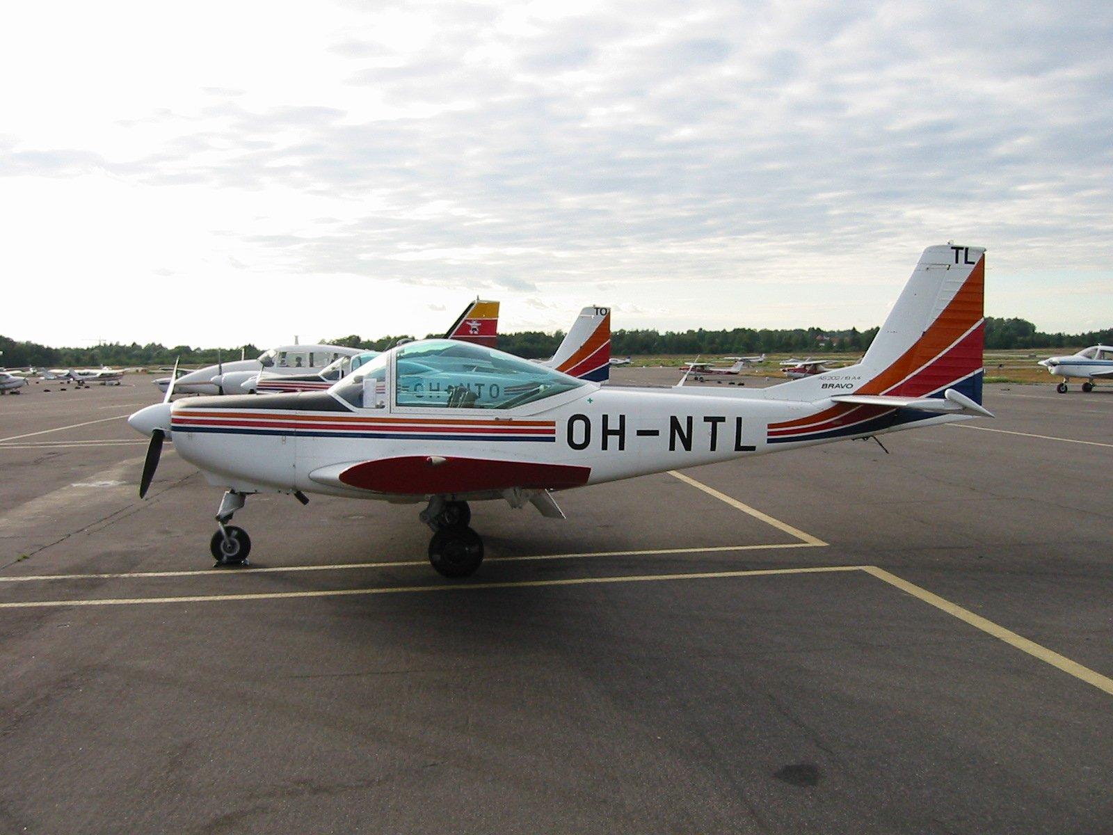 FFA AS 202/18A4 Bravo OH-NTL EFHF 2002-08-06