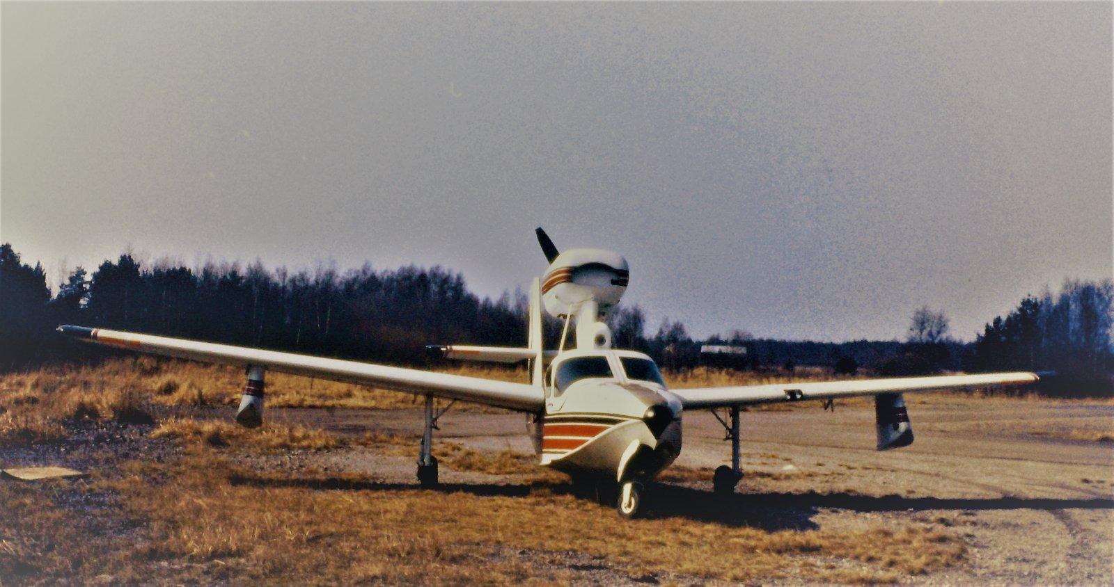 Lake LA-4-200 Buccaneer OH-AKI EFHN 1989
