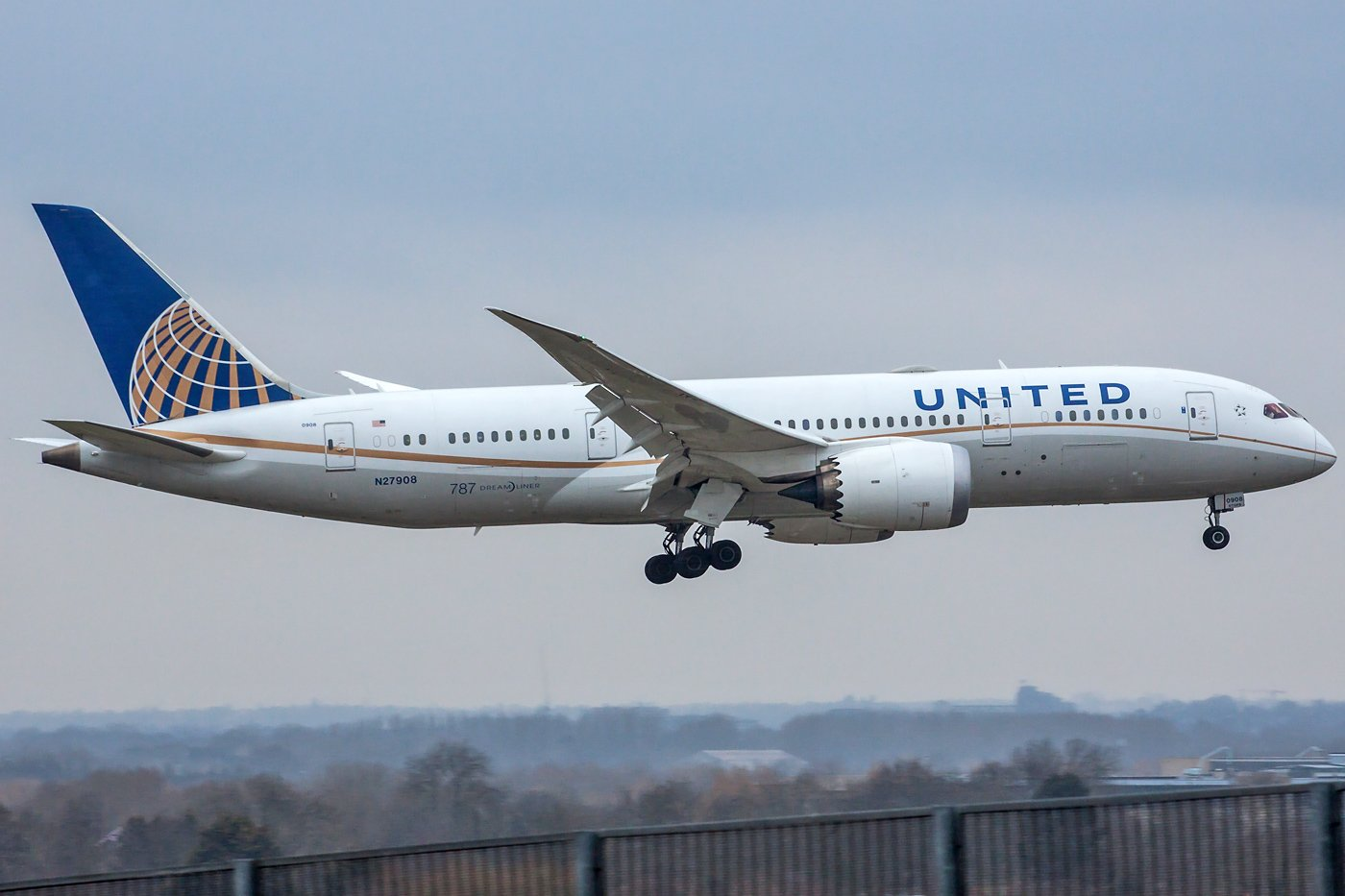 United Airlines Boeing 787-8 Dreamliner N27908