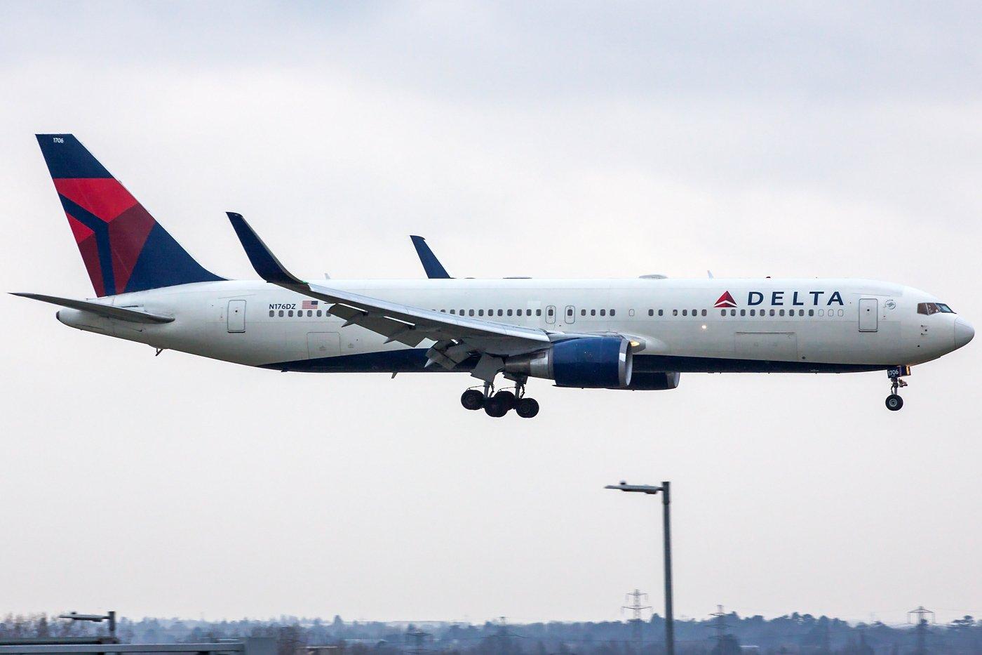Delta Air Lines Boeing 767-332(ER)(WL) N176DZ