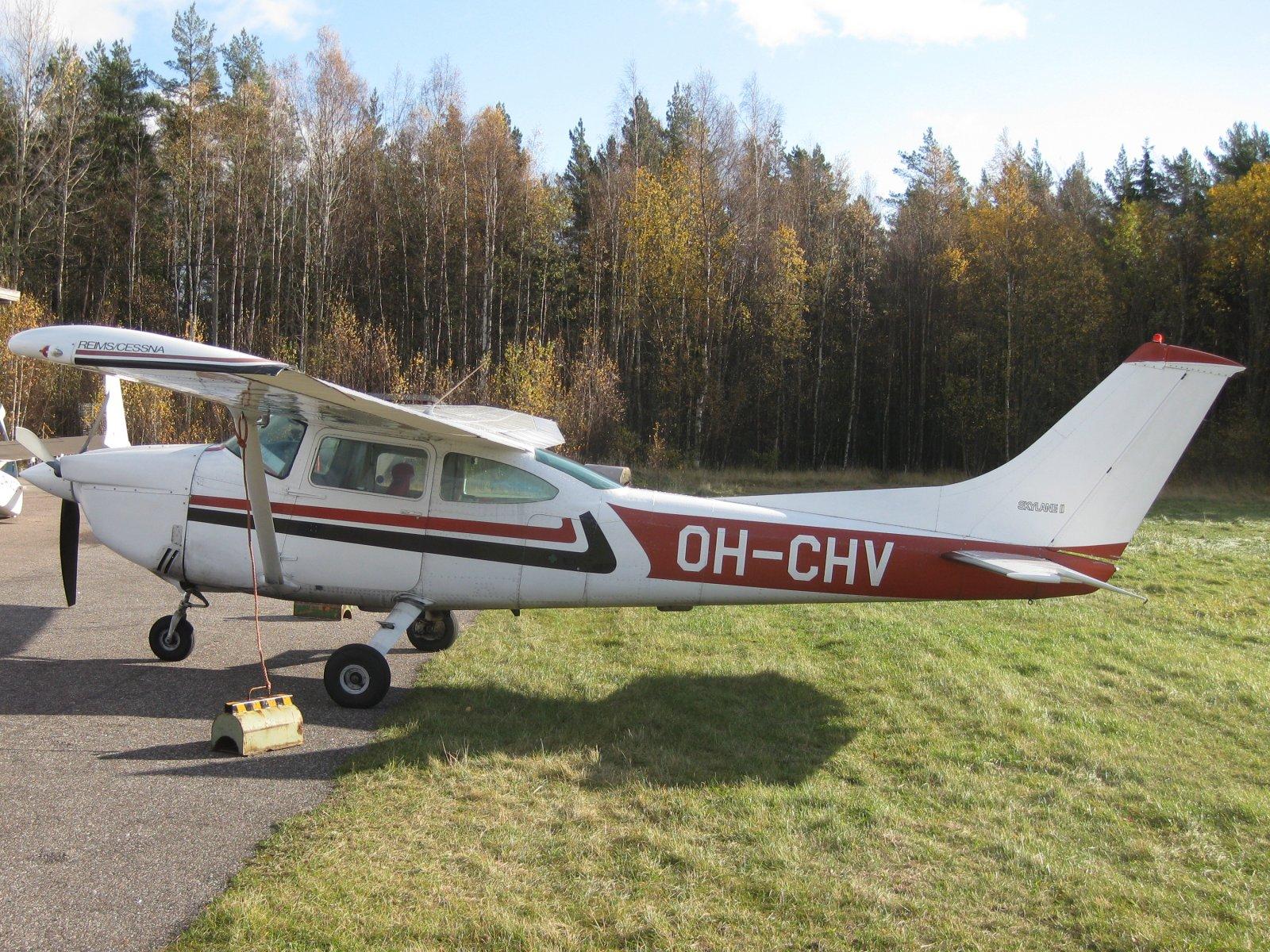 Reims/Cessna F182Q Skylane II OH-CHV EFHN2008-10-18