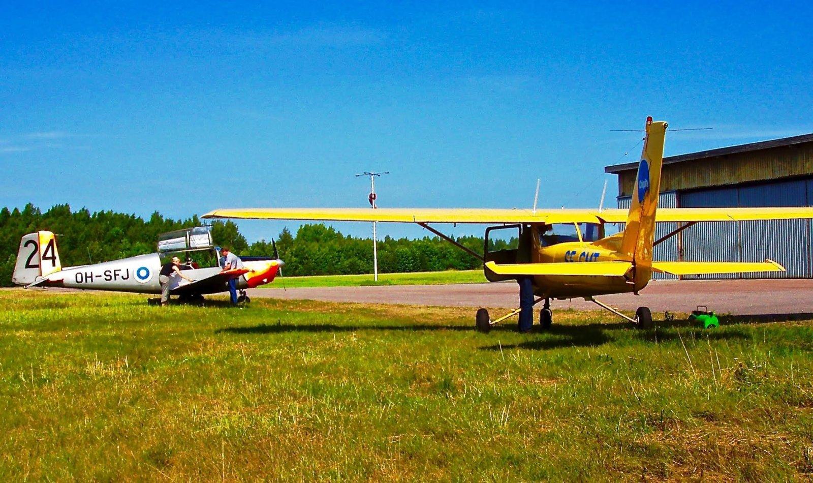 Saab 91D SafirOH-SFJ ja Cessna F150M SE-GMT EFHN 2003-07-26