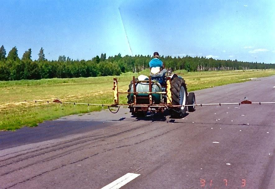 Rikkaruohontorjuntaa EFHN 1991-07-03