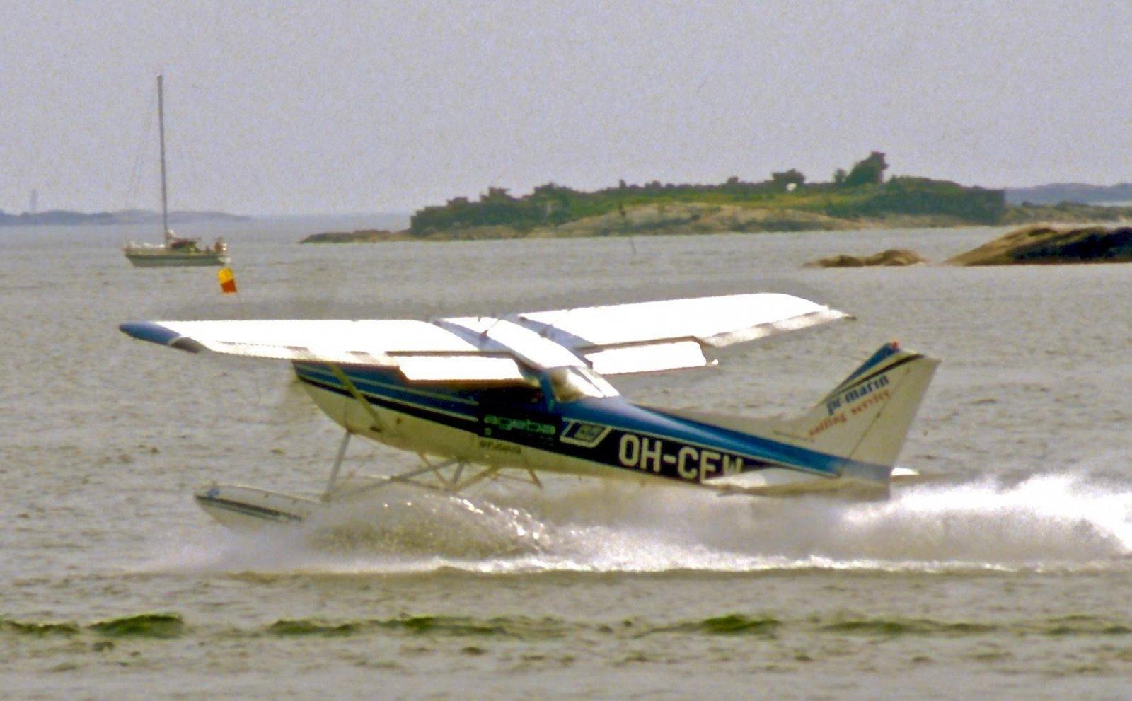 Reims/Cessna F172H OH-CFW Hanko 1983