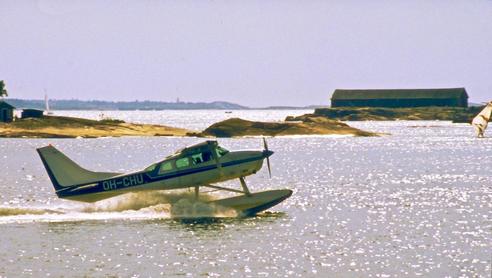 Cessna TU206G Stationair II OH-CHU Hanko 1983
