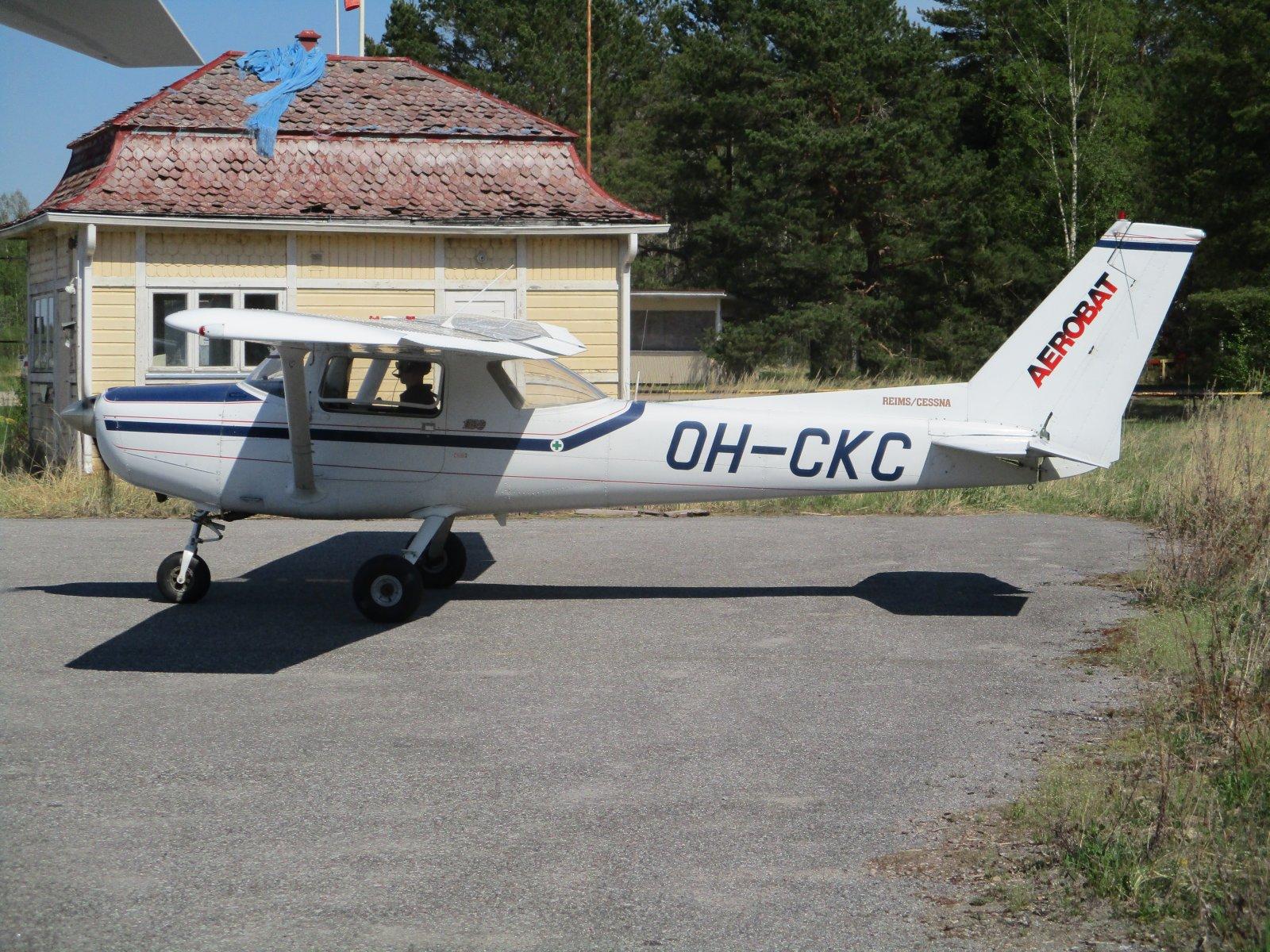 Reims/Cessna FA152 Aerobat OH-CKC EFHN 2018-05-14