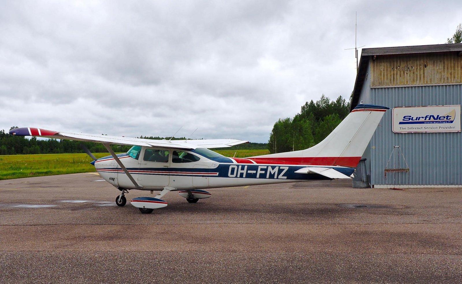 Cessna 182P Skylane OH-FMZ EFHN 2016-08-16