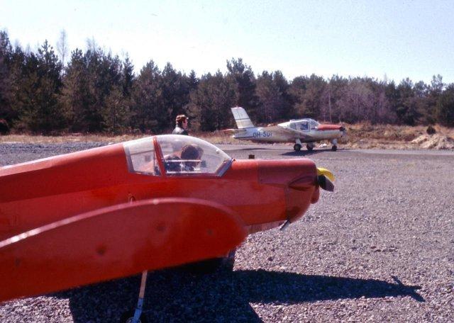 Scheibe SF-25B Falke OH-401 & Socata M.S.880B Rallye Club OH-SDF EFHN 1970s