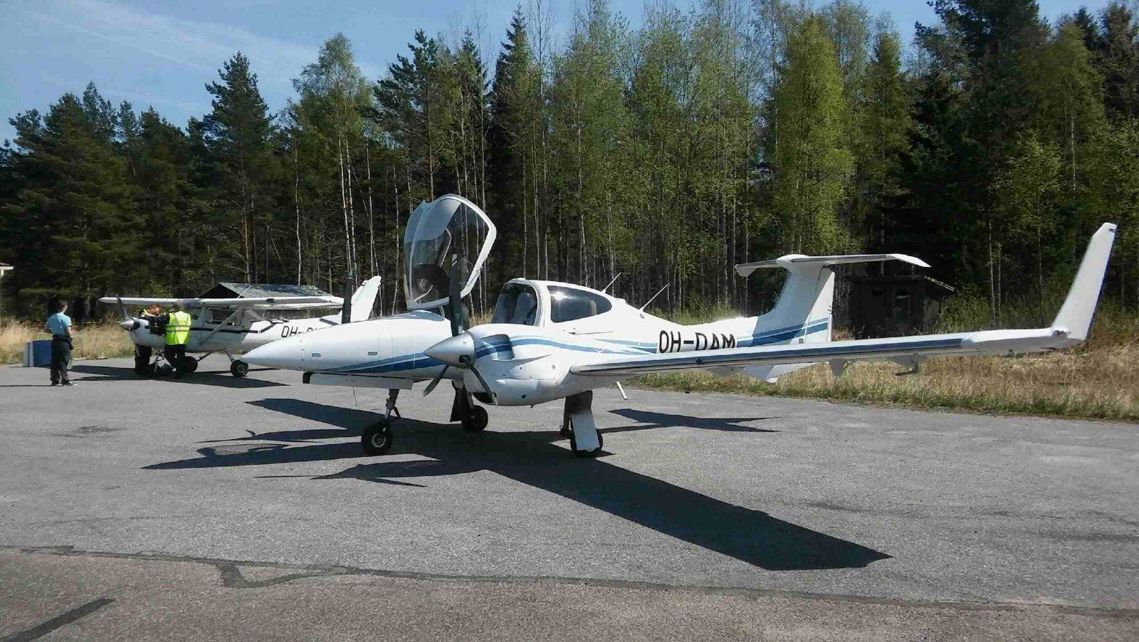 Diamond DA 42-VI OH-DAM & Reims/Cessna FA152 Aerobat OH-CKC EFHN 2018-05-14