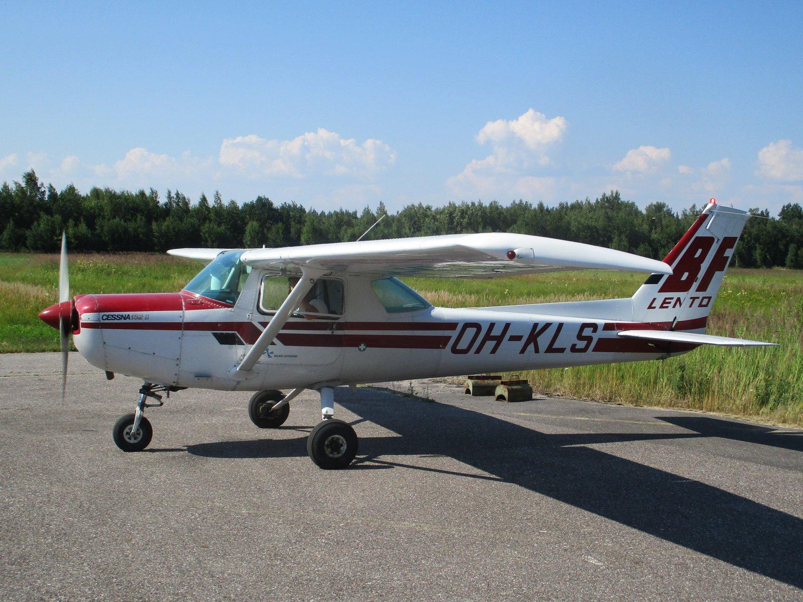 Cessna 152 II OH-KLS EFHN 2018-07-17