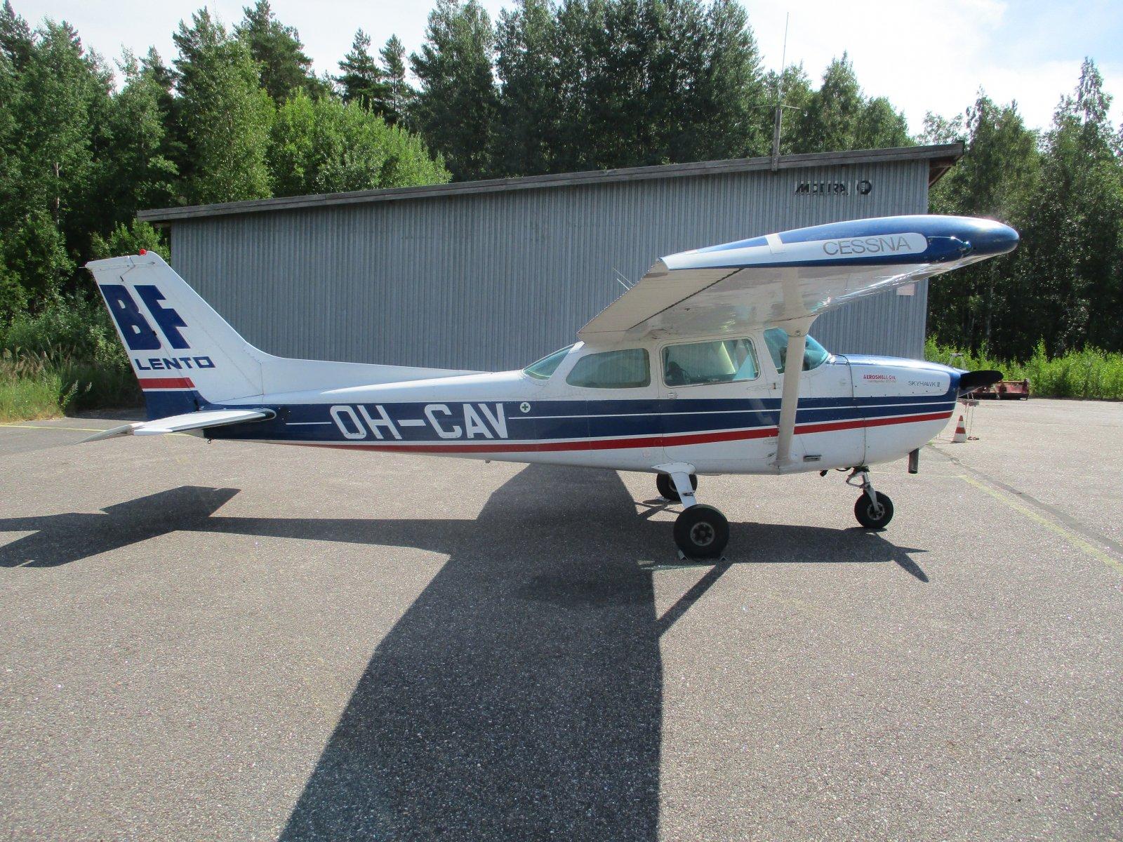 Cessna 172N Skyhawk II OH-CAV EFHN2018-07-19