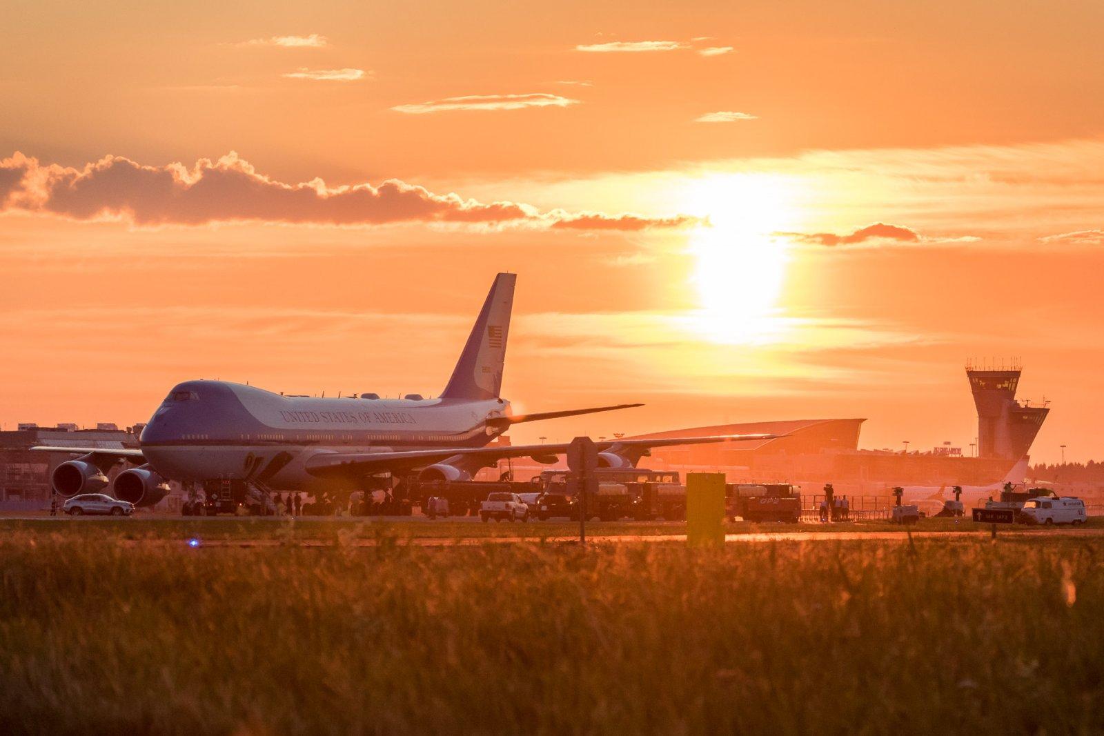 AirForceOne auringonlasku