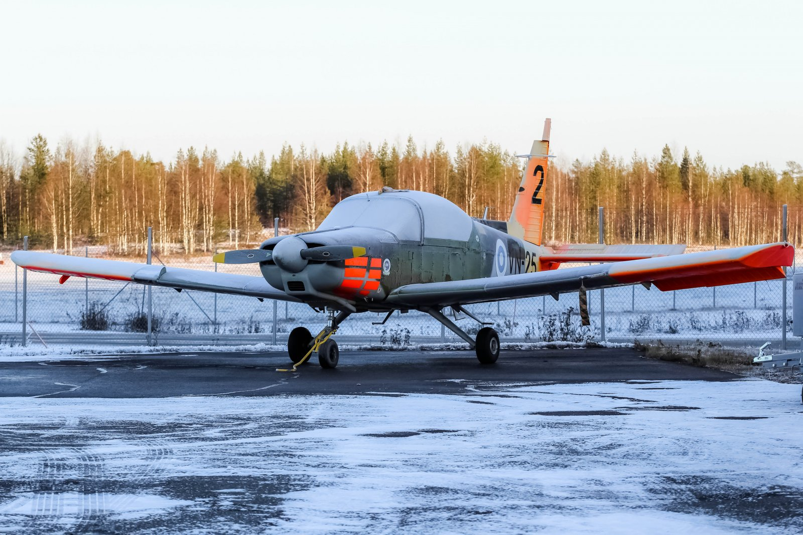 28.10 Valmet L-70 Vinka VN-25