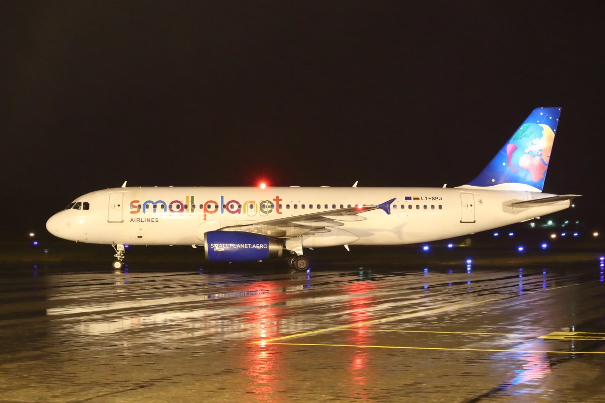 Small Planet A320 LY-SPJ Pafokselta tänään10.11.