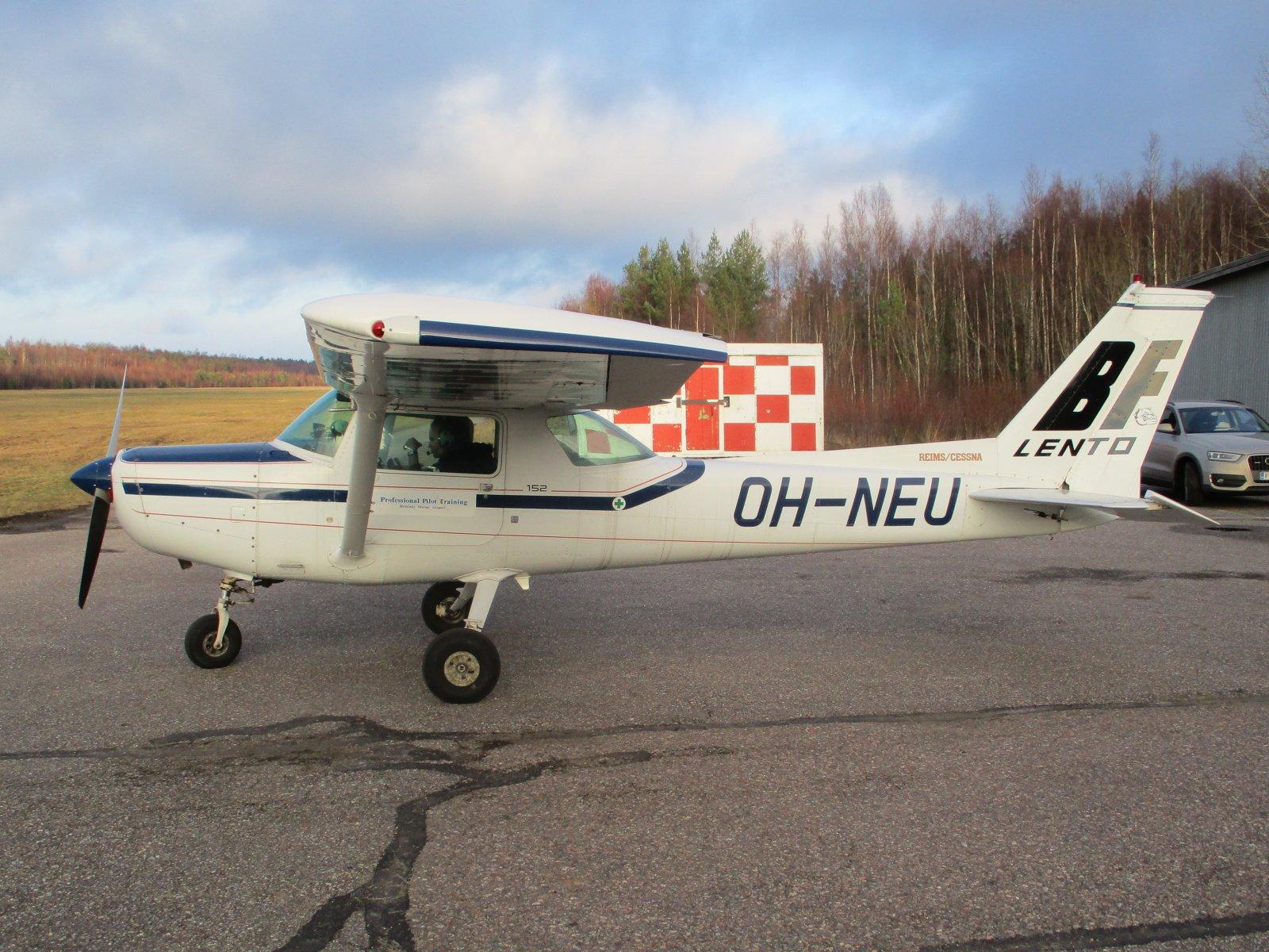 Reims/Cessna FA152 Aerobat OH-NEU EFHN 2018-11-17
