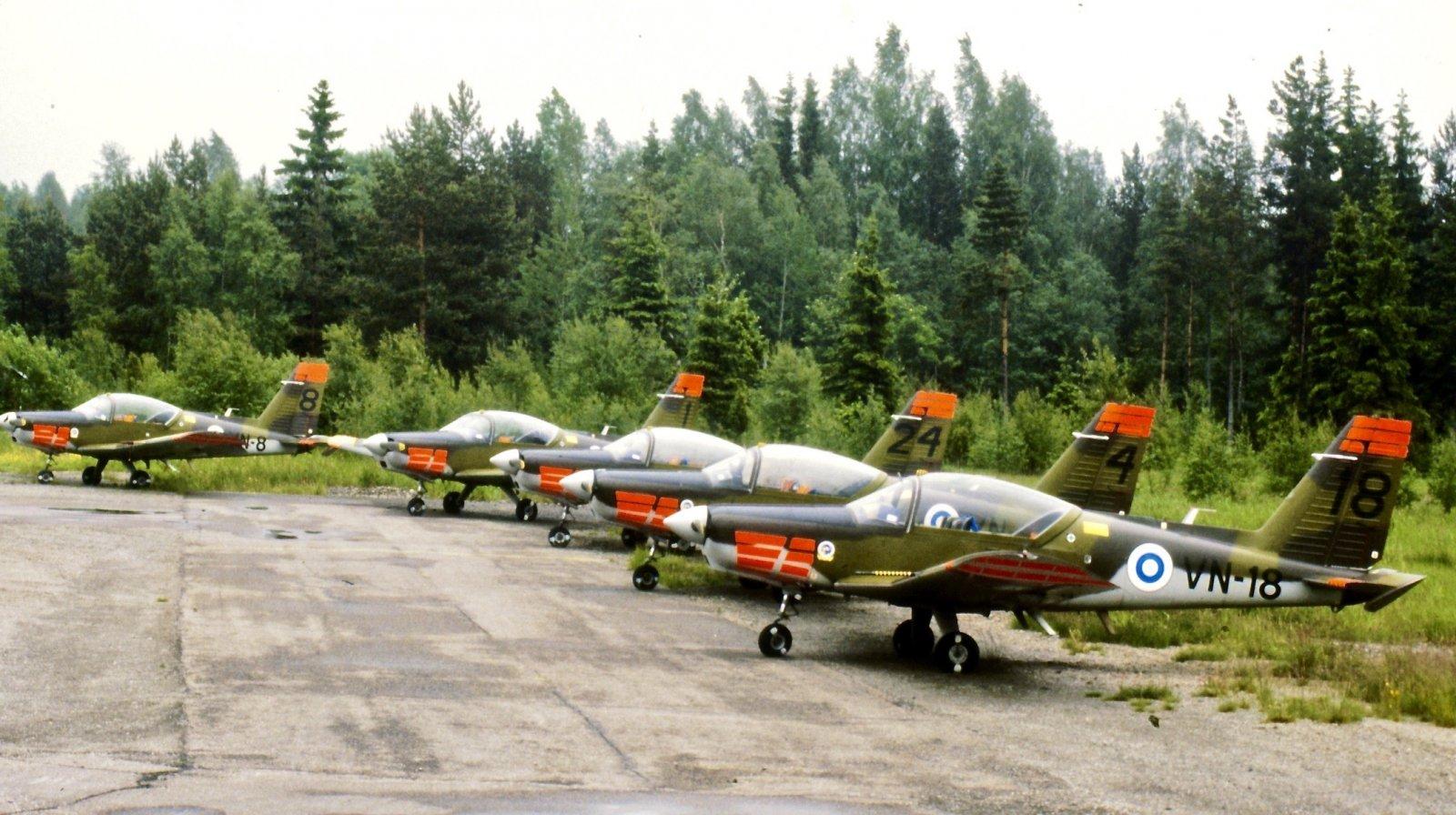Valmet L-70 Vinka VN-8, VN-1, VN-24, VN-4 & VN-18 EFHN 1987-06