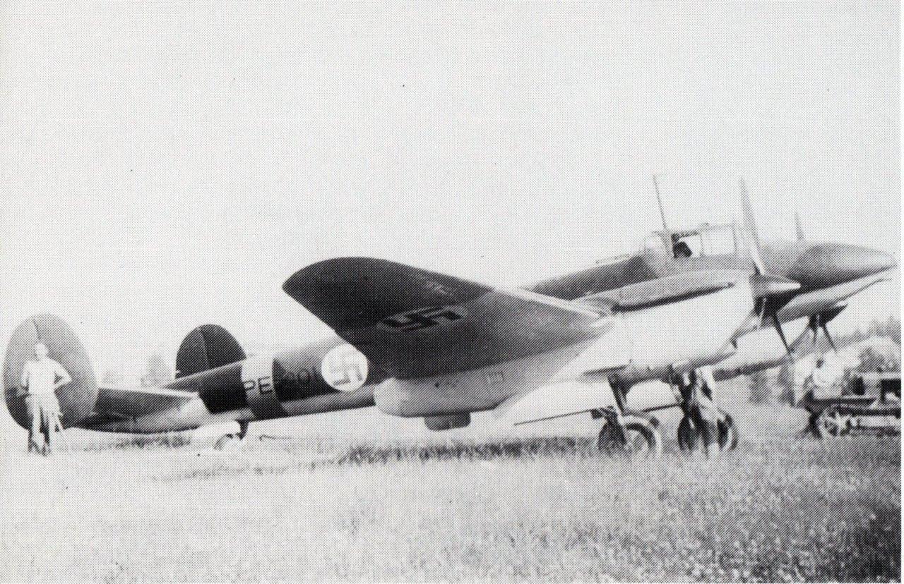 PE-301 Härmälässä kesällä 1943 Lentäjän albumi 4.jpg