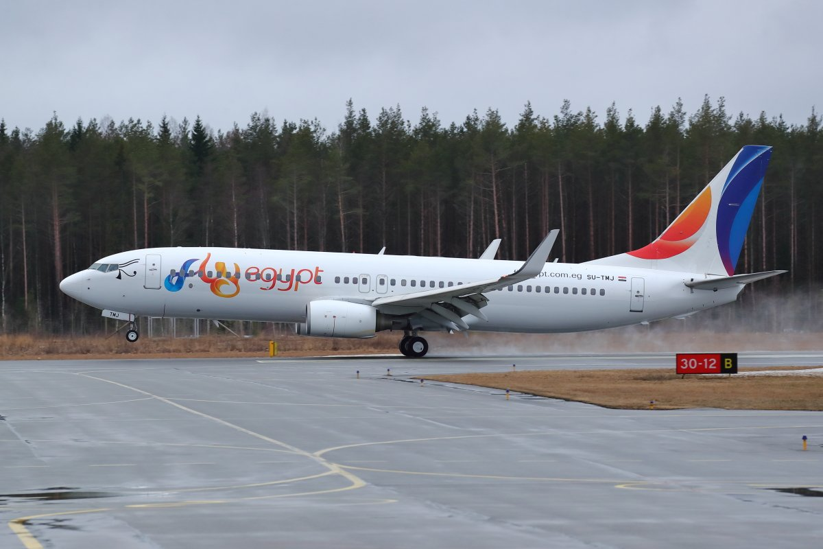 Fly Egypt Boeing 737 SU-TMJ laskussa 12:lle Hurghadasta 18.3.