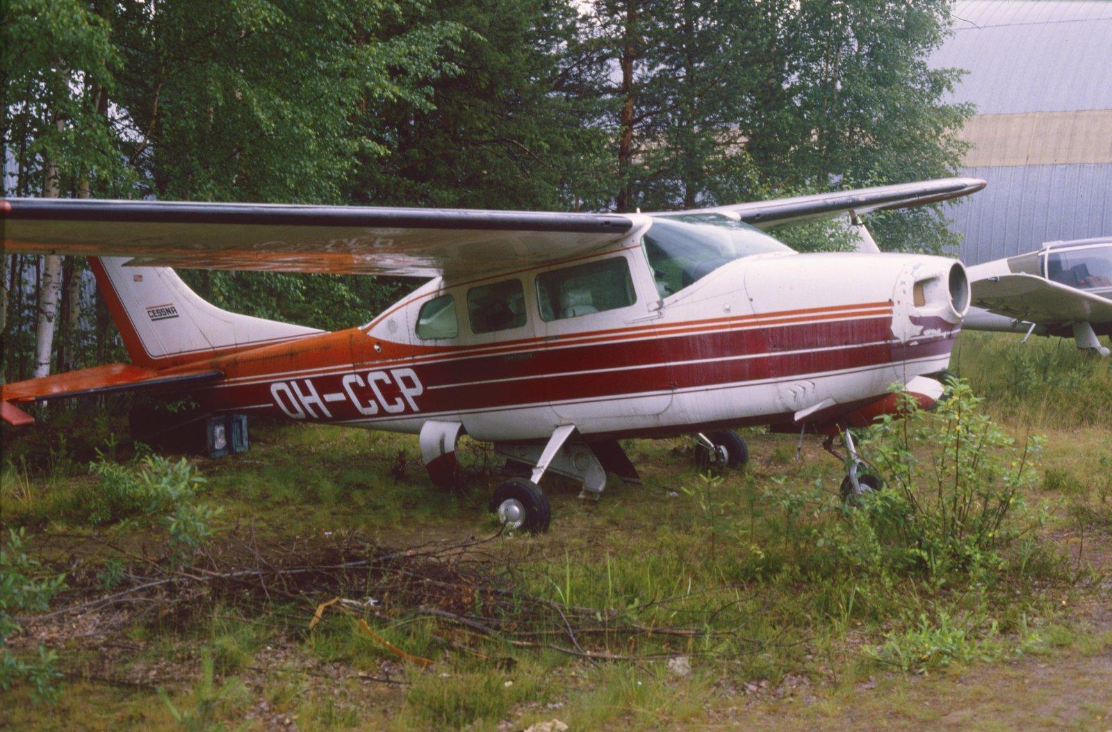 Cessna 210H Centurion OH-CCP EFJY 1987-07.jpg