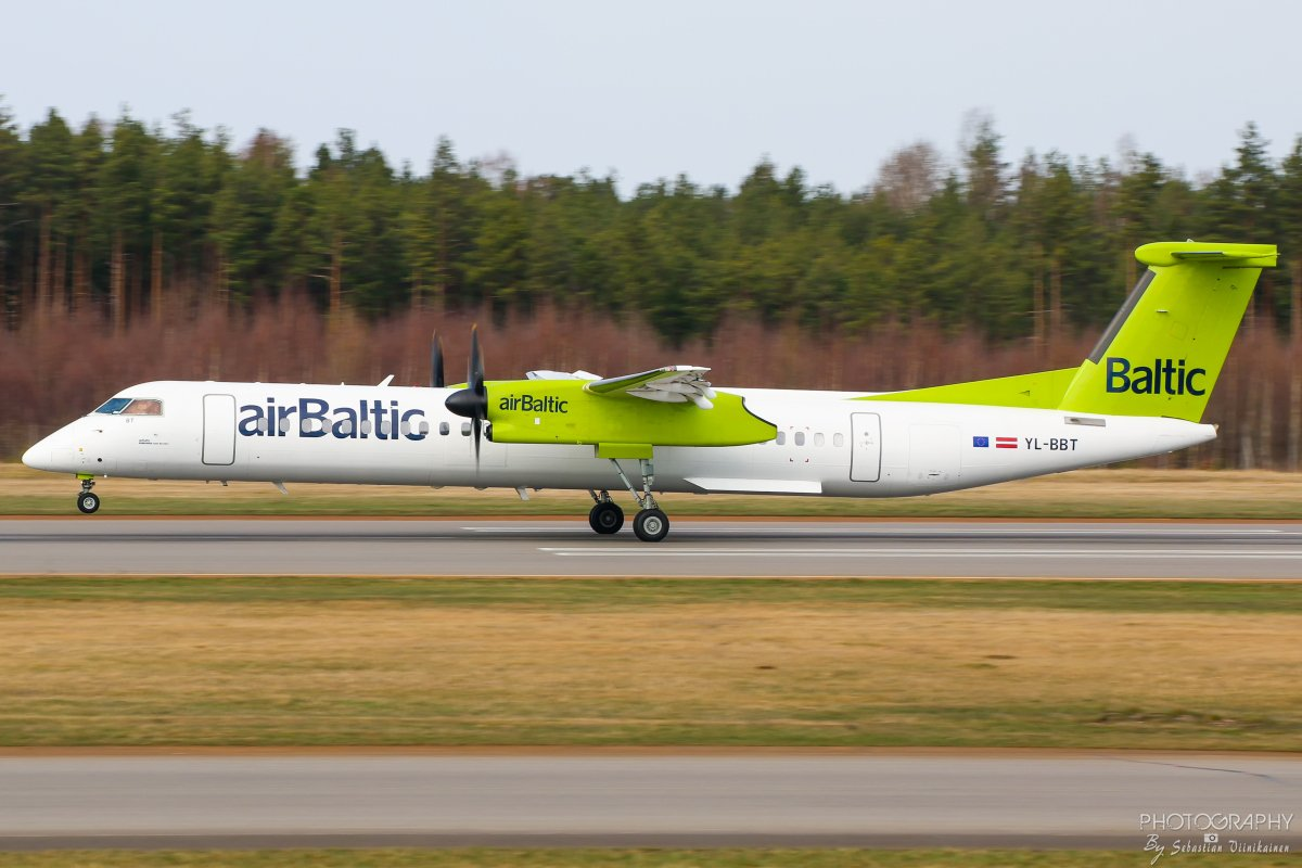 YL-BBT Air Baltic DHC-8-402Q Dash 8