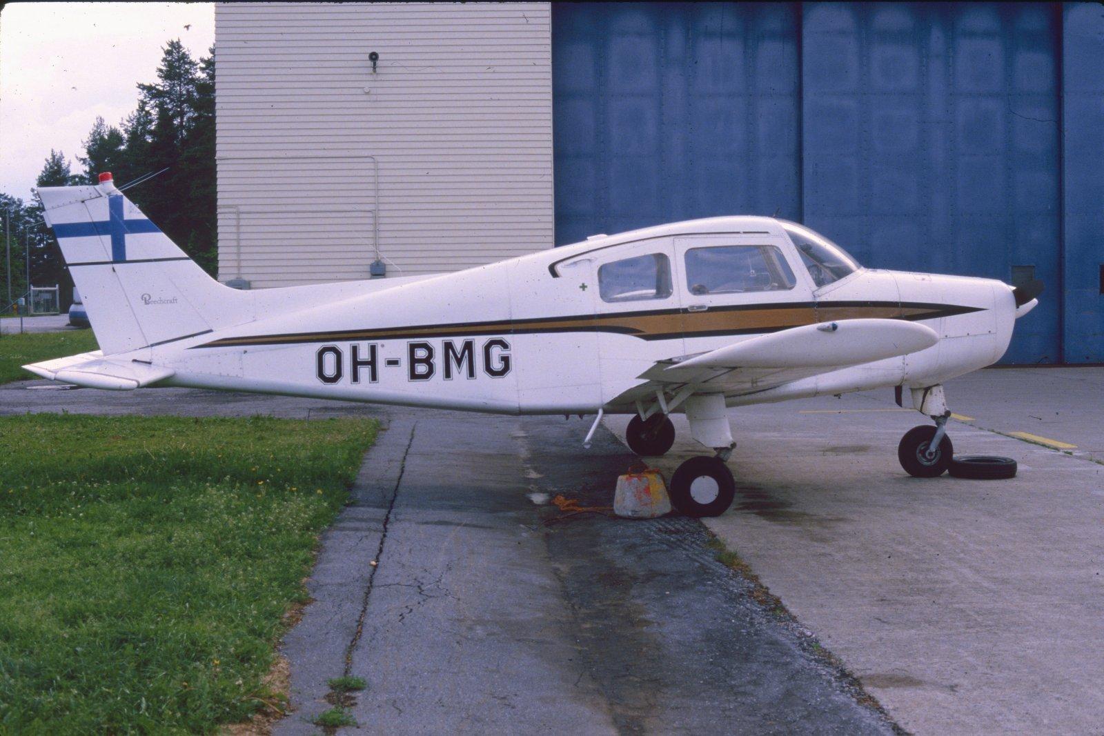 Beechcraft A.23-19 Musketeer Sport III OH-BMG EFKU 1984
