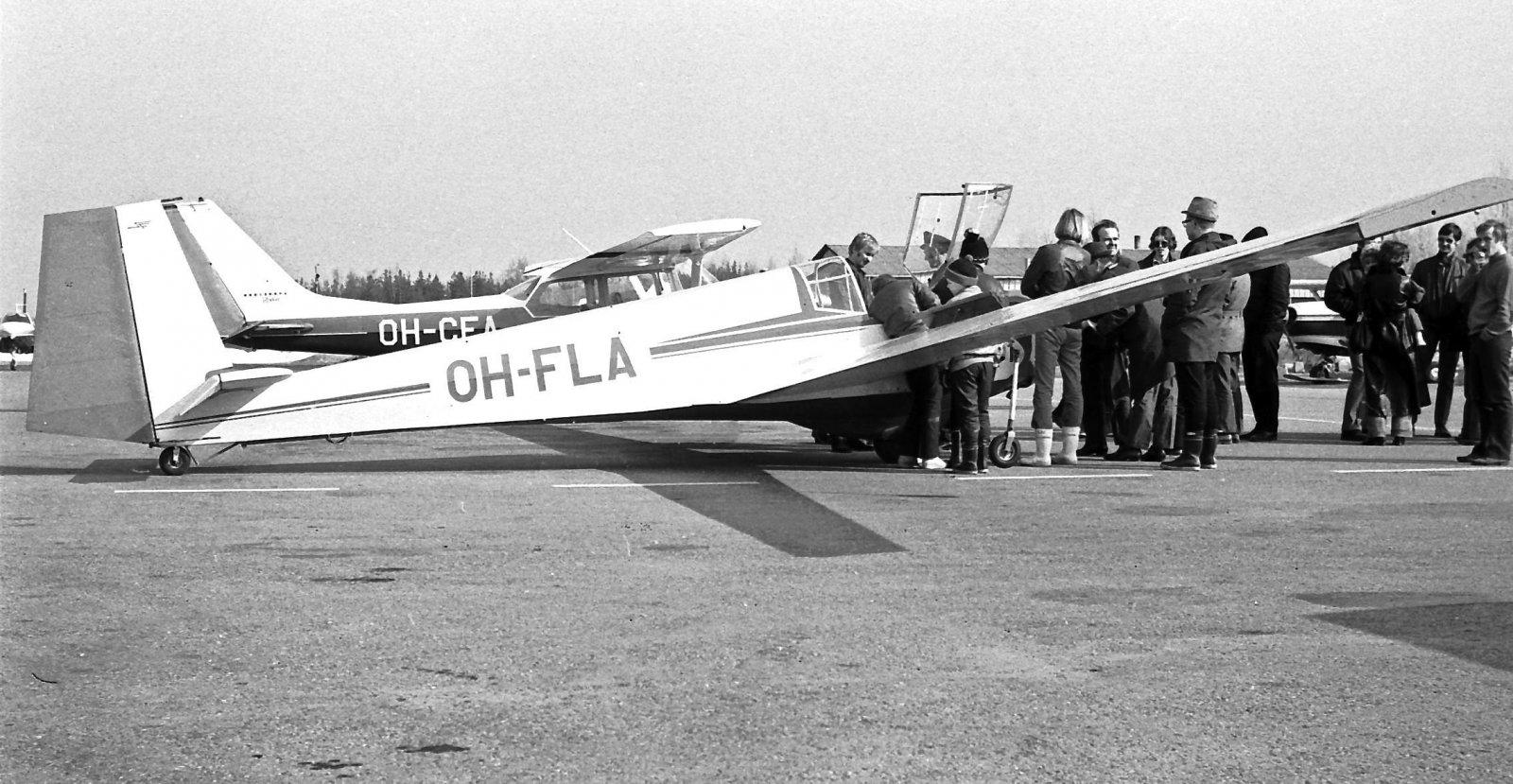 Scheibe SF-25B Falke OH-FLA & Cessna FR 172