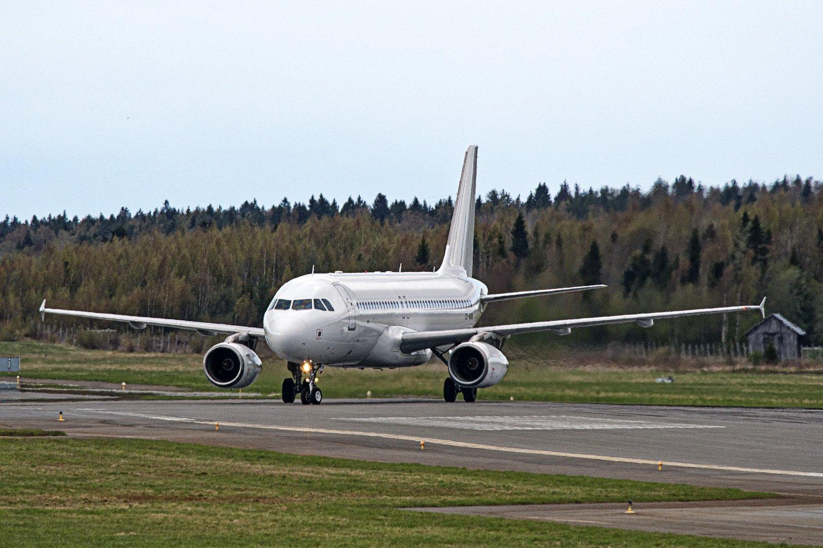 Liettualainen lentokone, taustalla pohjalainen heinälato