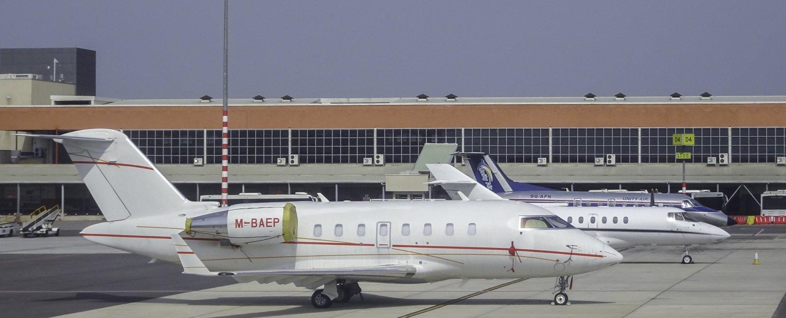 Bombardier CL-600-2B16 M-BAEP