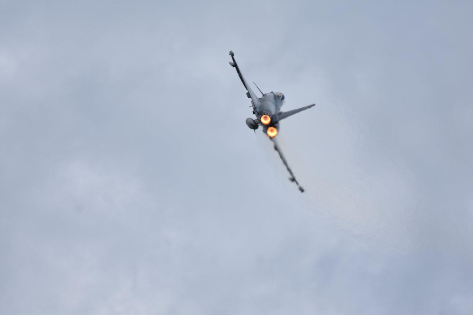Eurofighter Typhoon poltto päällä