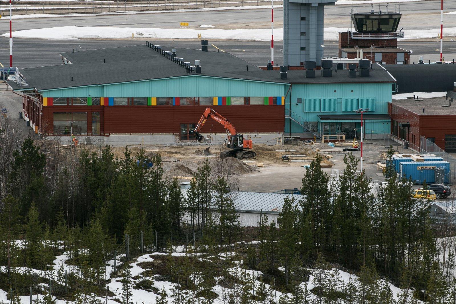 Laajennus. Taas alkoi laajennus Ivalon lentoasemalla, nyt tulee 1200m2 lisää tuloaulaa.