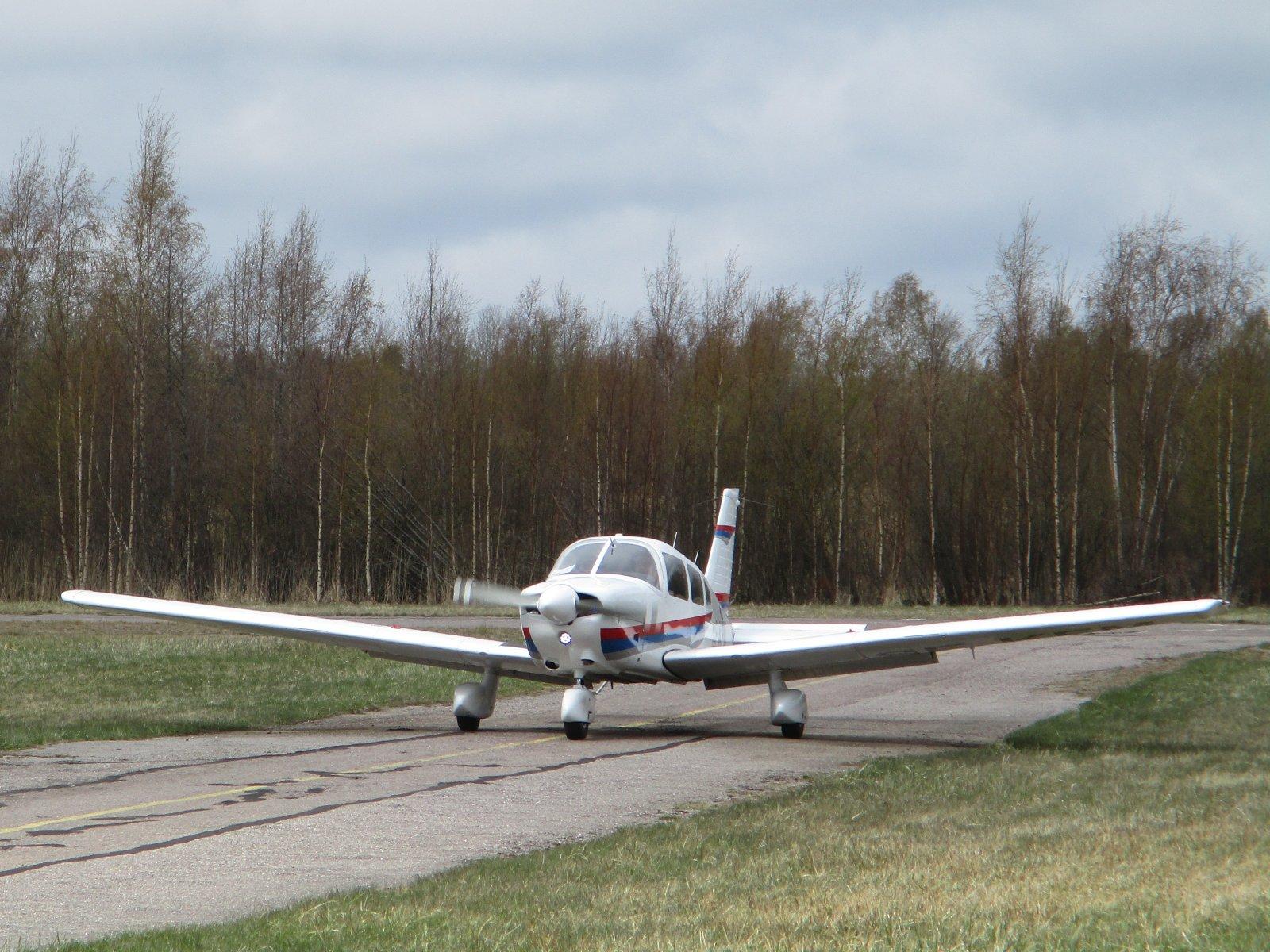 Piper PA-28-181 Archer II SE-KFM EFHN 2019-05-07