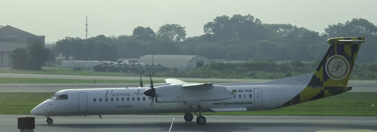 Passion Air Dash DHC-8 9G-PIA