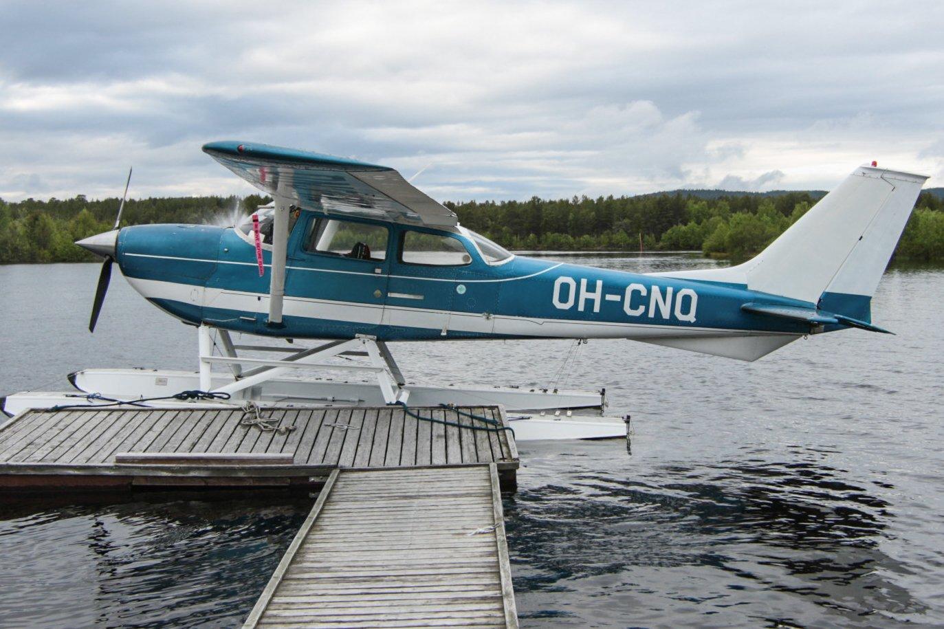 OH-CNQ. Cessna FR172F Reims Rocket. Inarin vesilentosatamassa 19.6.2019
