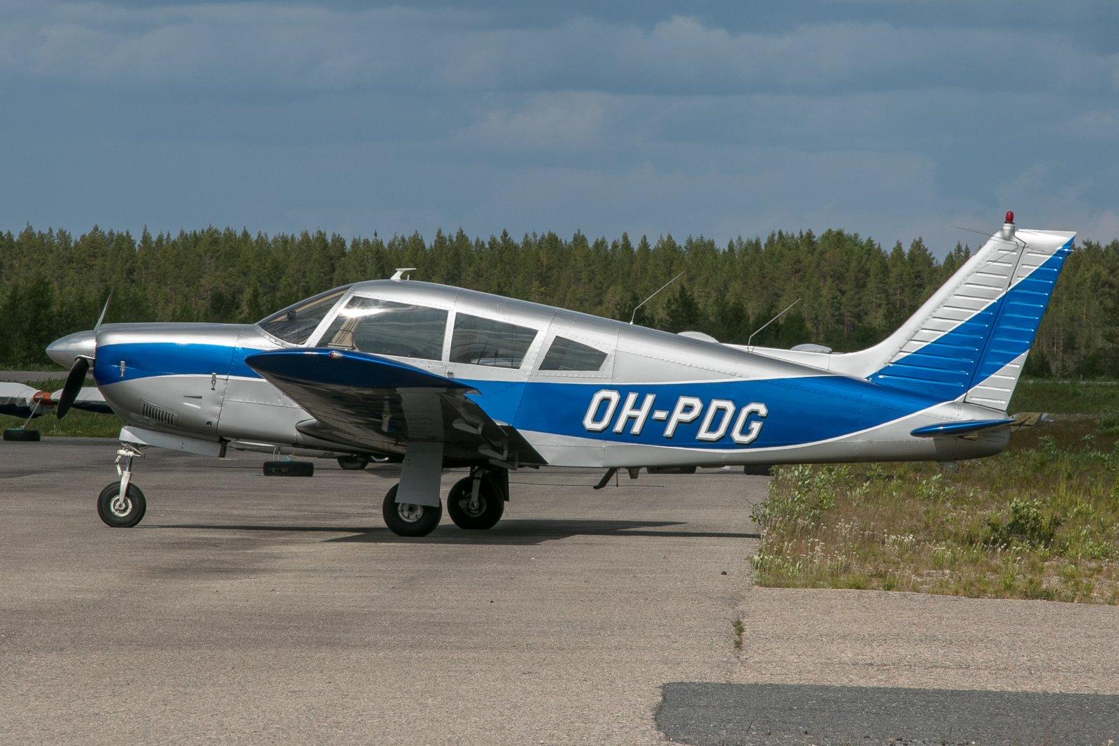 OH-PDG. Piper PA-28R-200 ArrowII. 18.6.2019 Pudasjärven lentokentällä kuvattuna.