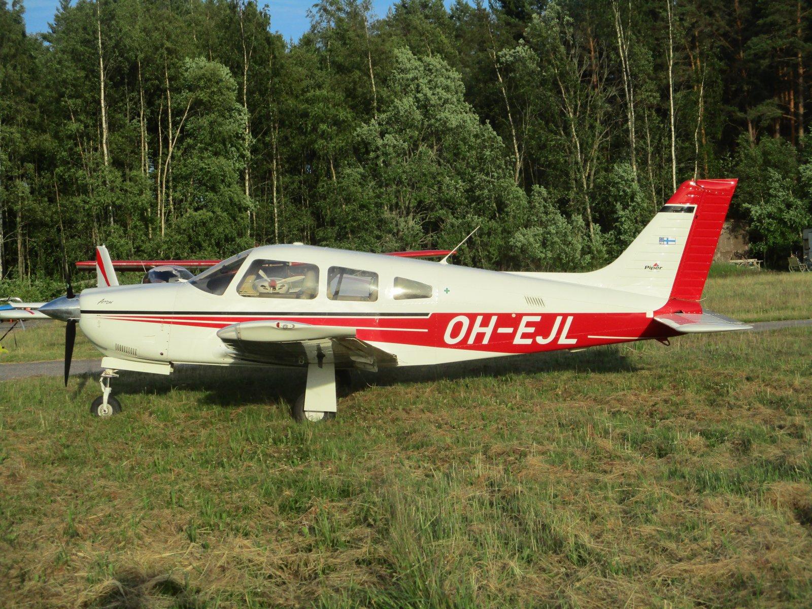 Piper PA-28R-201 Arrow OH-EJL EFHN 2019-06-28