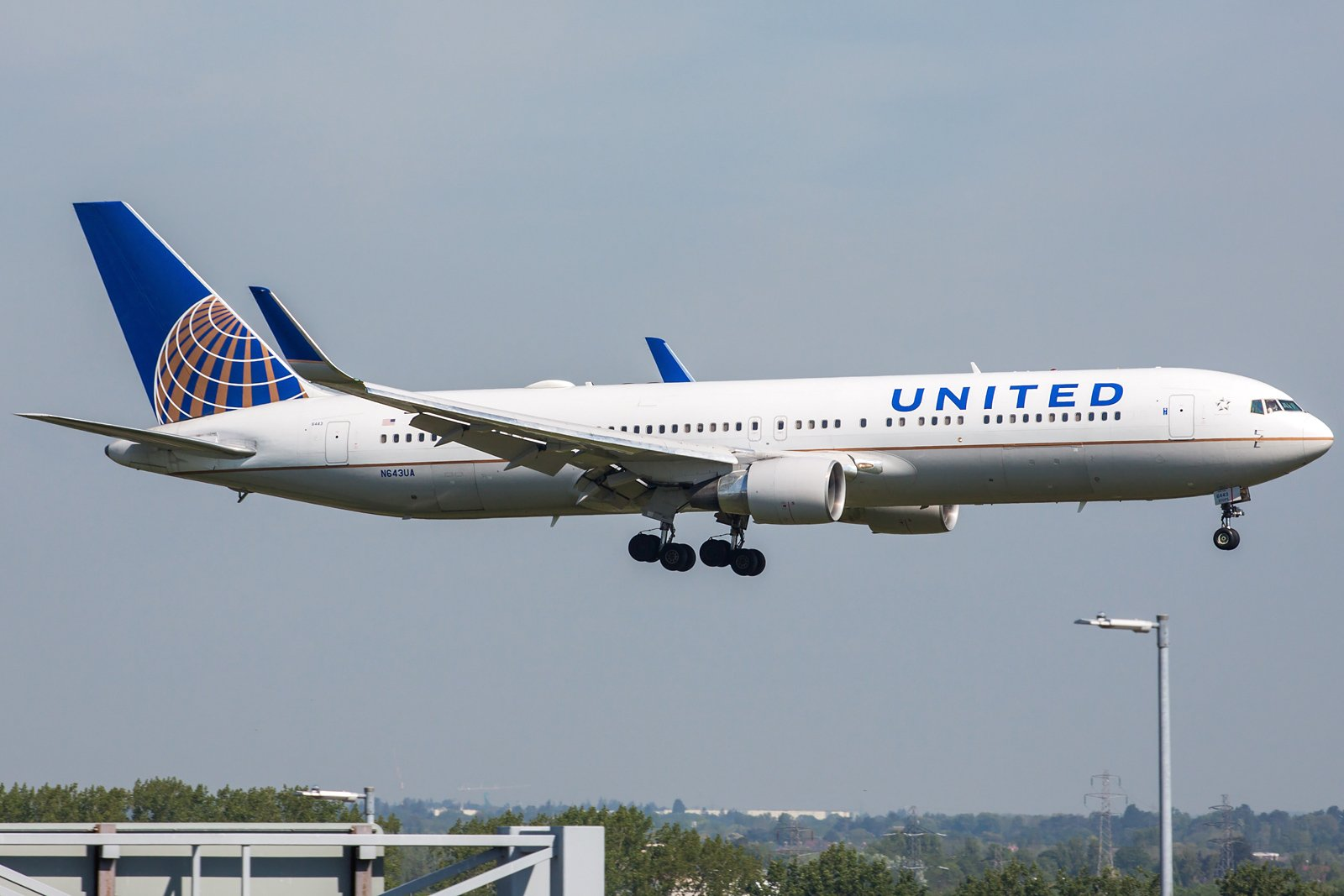 United Airlines Boeing 767-322(ER)(WL) N643UA