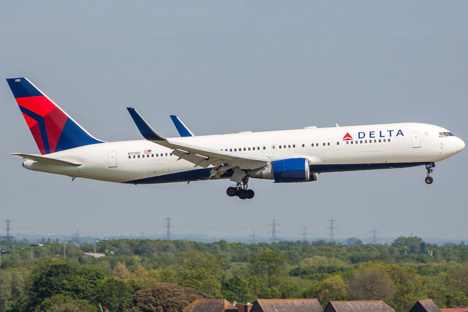 Delta Air Lines Boeing 767-332(ER)(WL) N173DZ