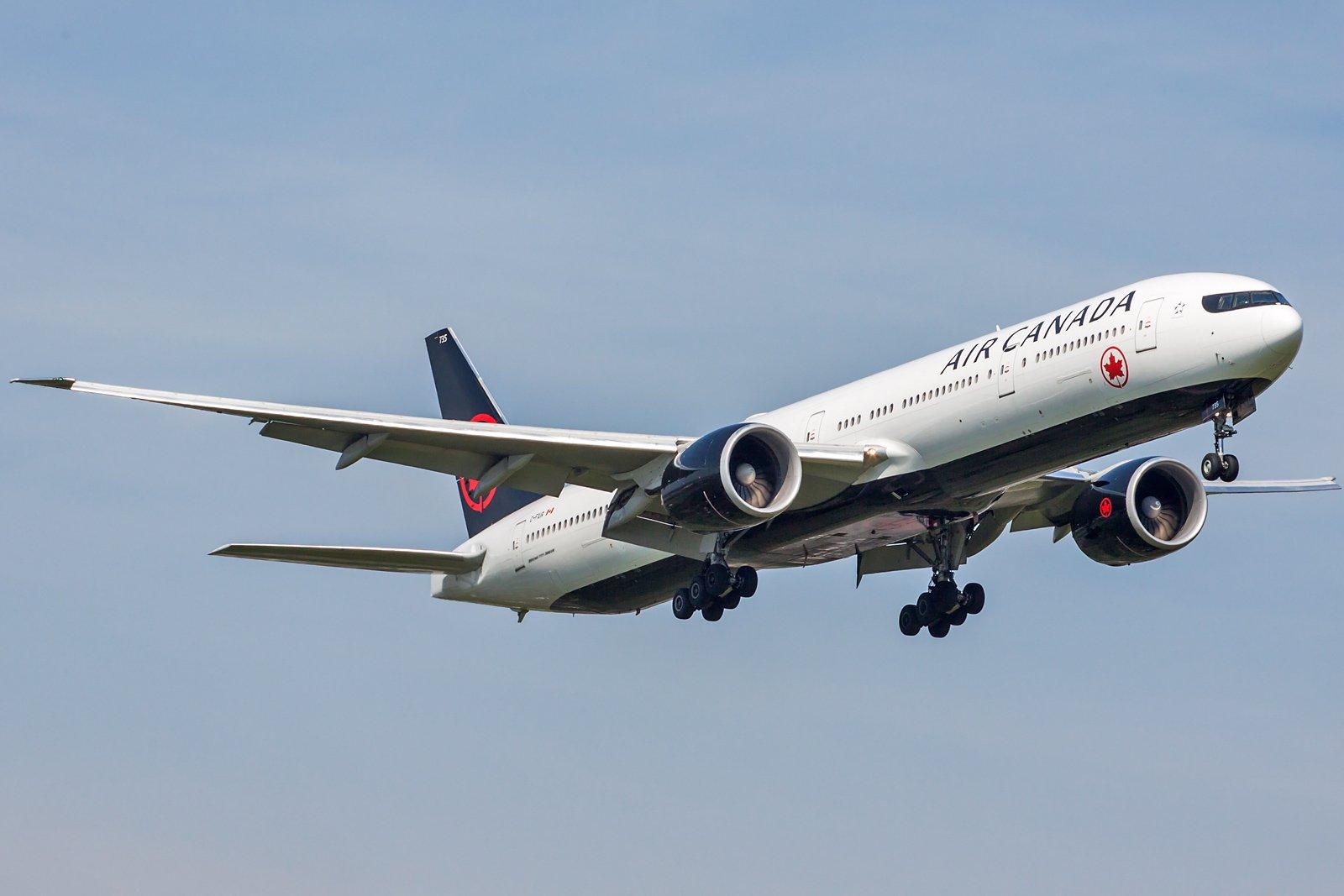 Air Canada Boeing 777-333(ER) C-FIUR