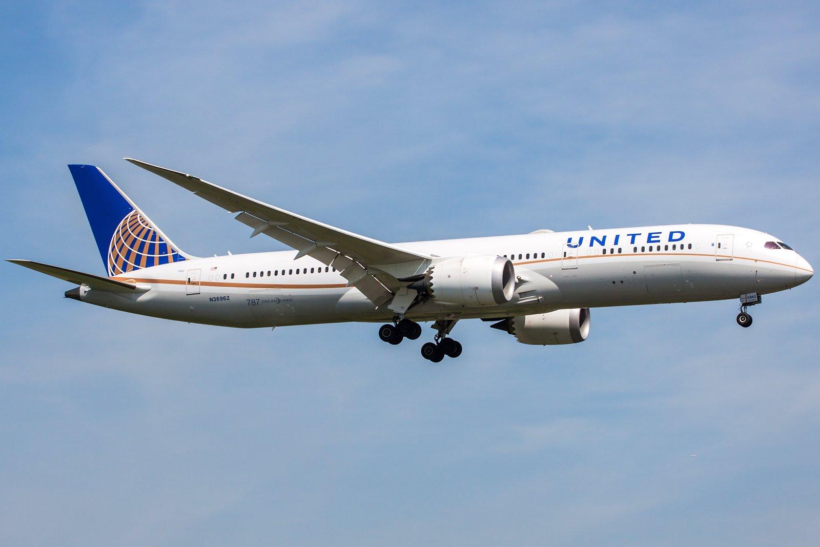 United Airlines Boeing 787-9 Dreamliner N36962