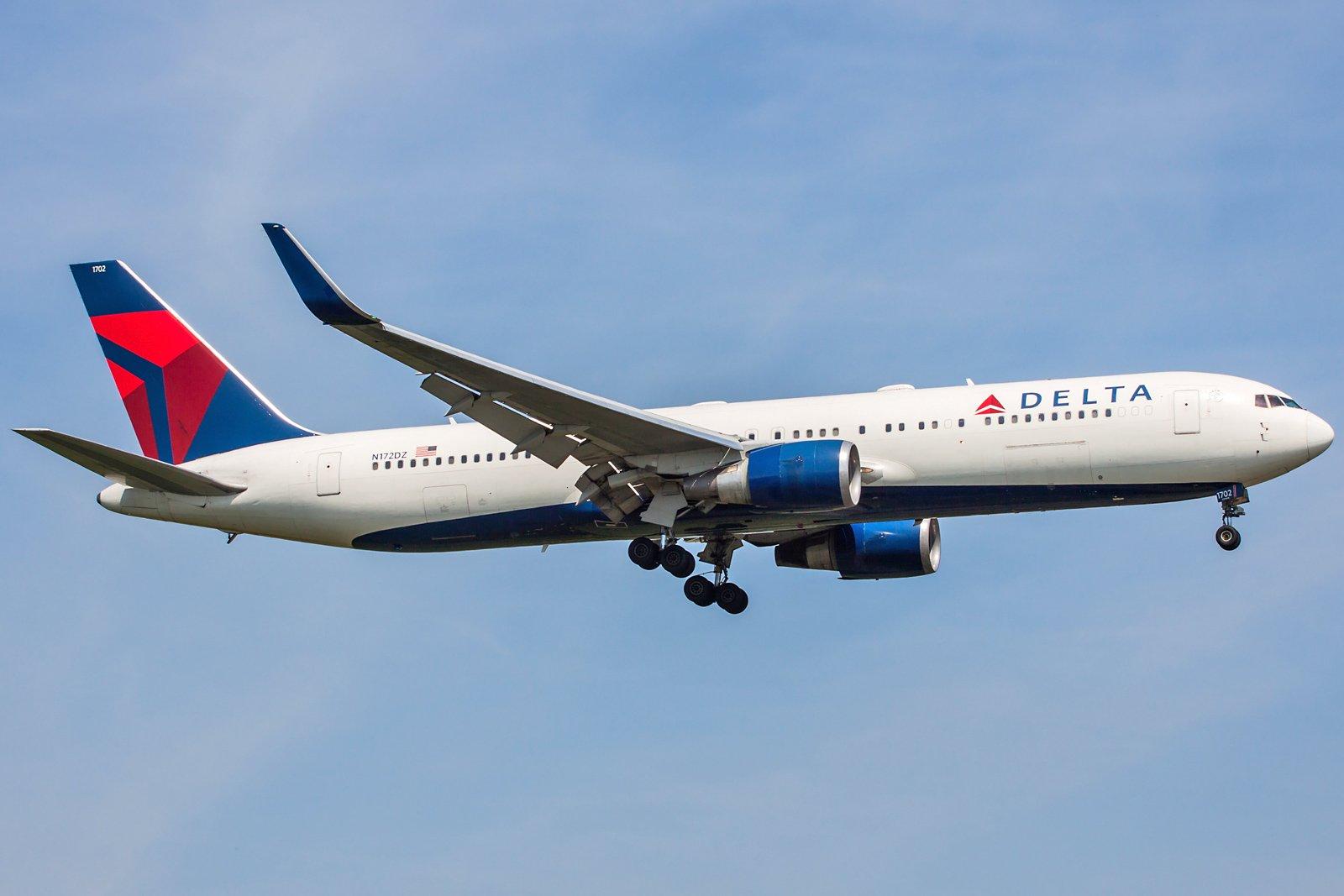 Delta Air Lines Boeing 767-332(ER)(WL) N172DZ