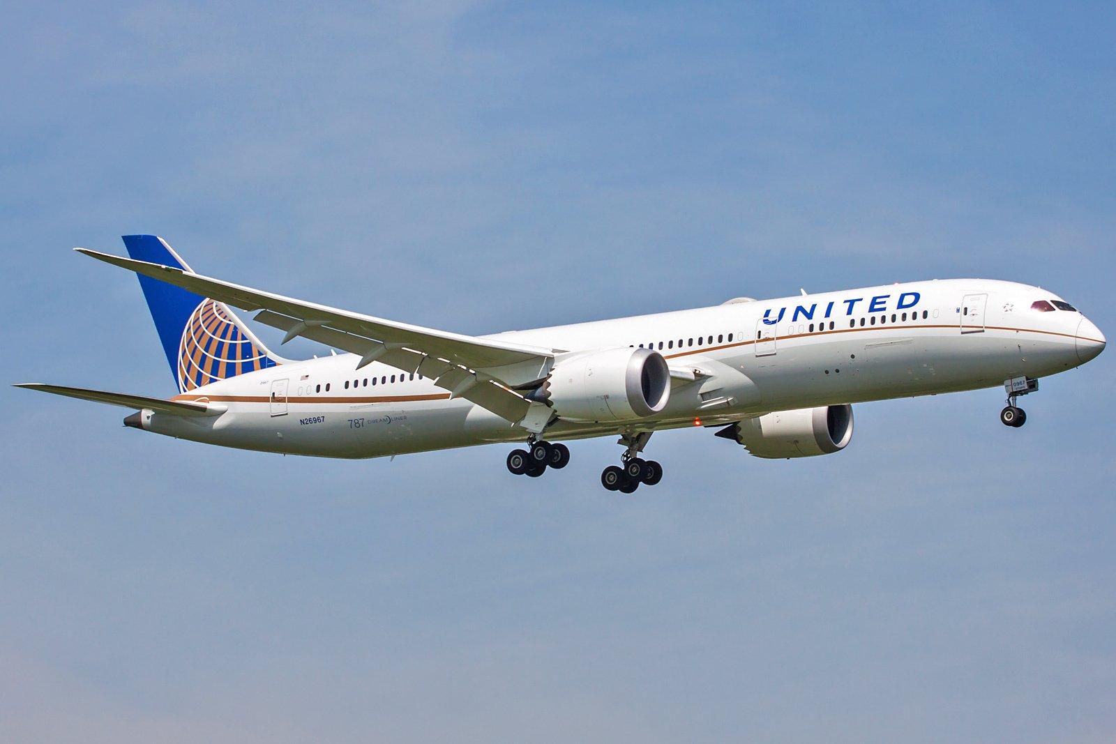 United Airlines Boeing 787-9 Dreamliner N26967