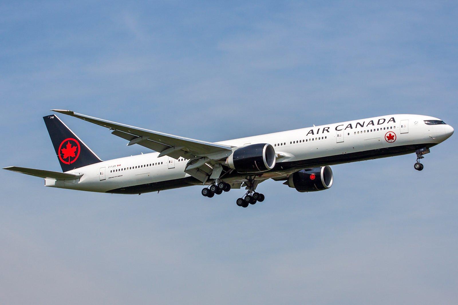 Air Canada Boeing 777-333(ER) C-FJZS