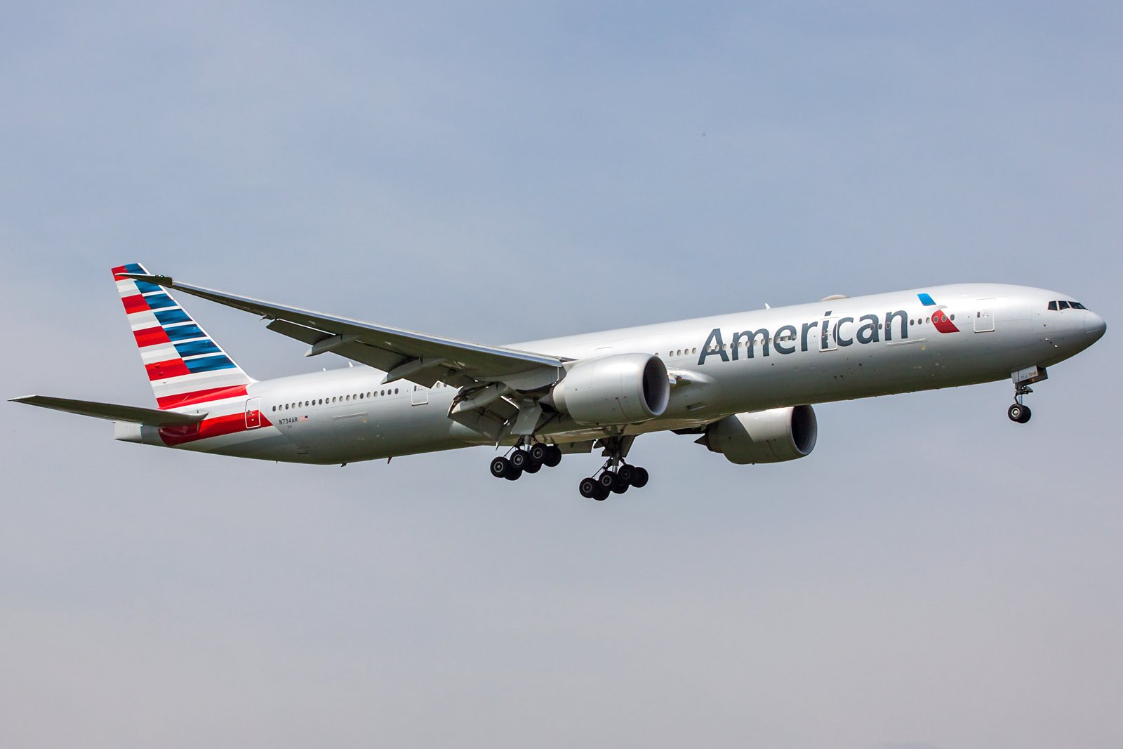 American Airlines Boeing 777-323(ER) N734AR