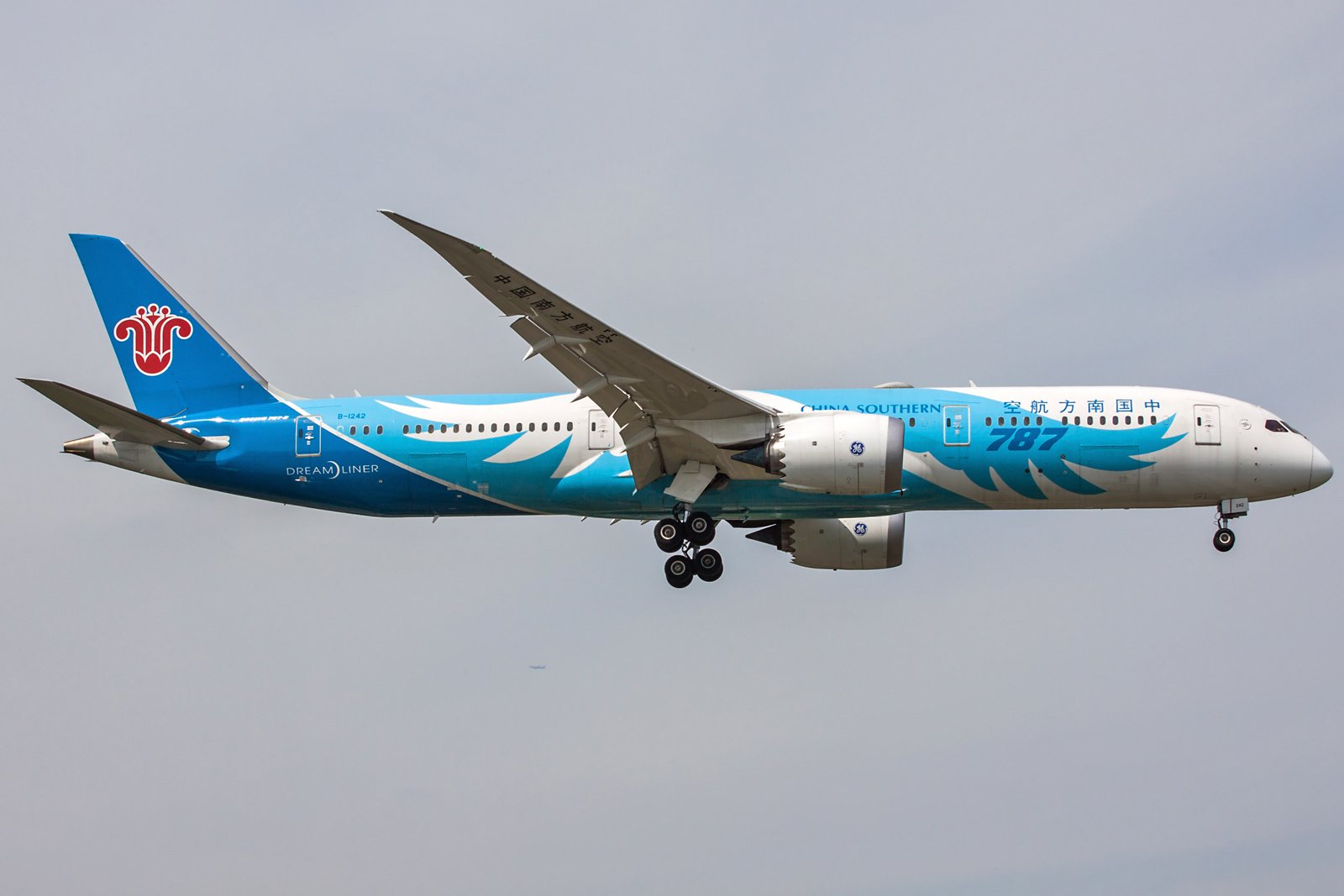 China Southern Airlines Boeing 787-9 Dreamliner B-1242