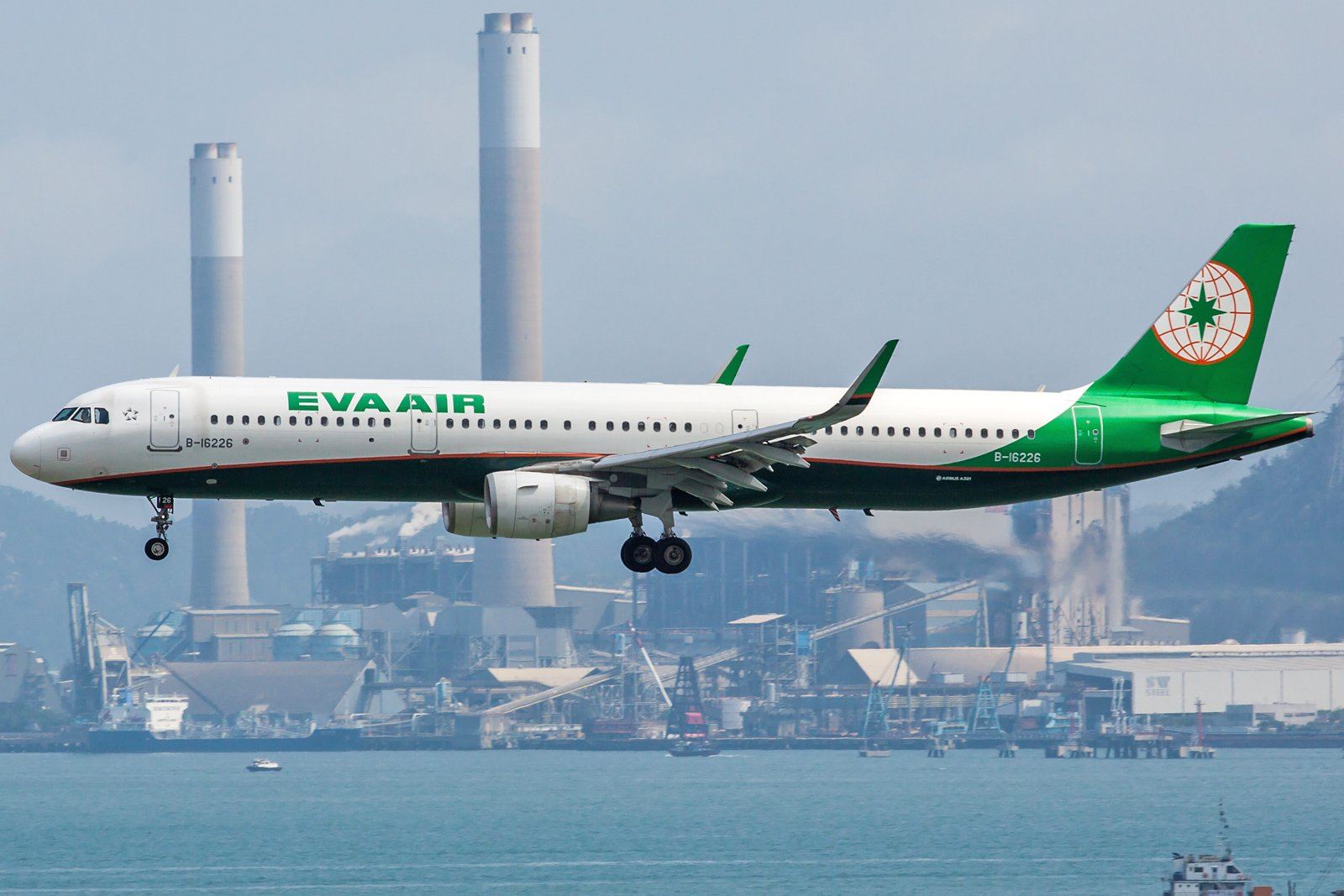 EVA Airways Airbus A321-211(WL) B-16226