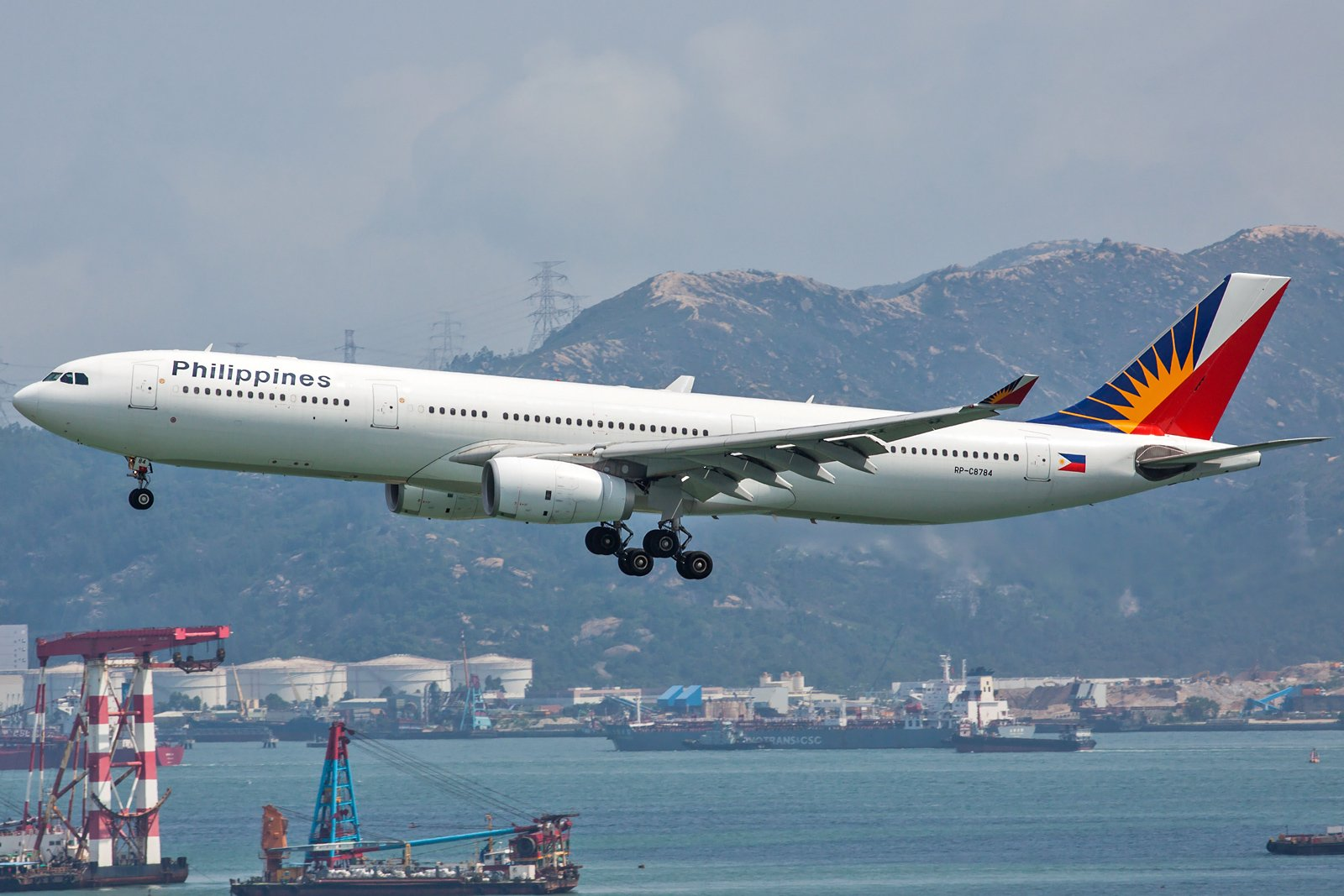 Philippine Airlines Airbus A330-343 RP-C8784
